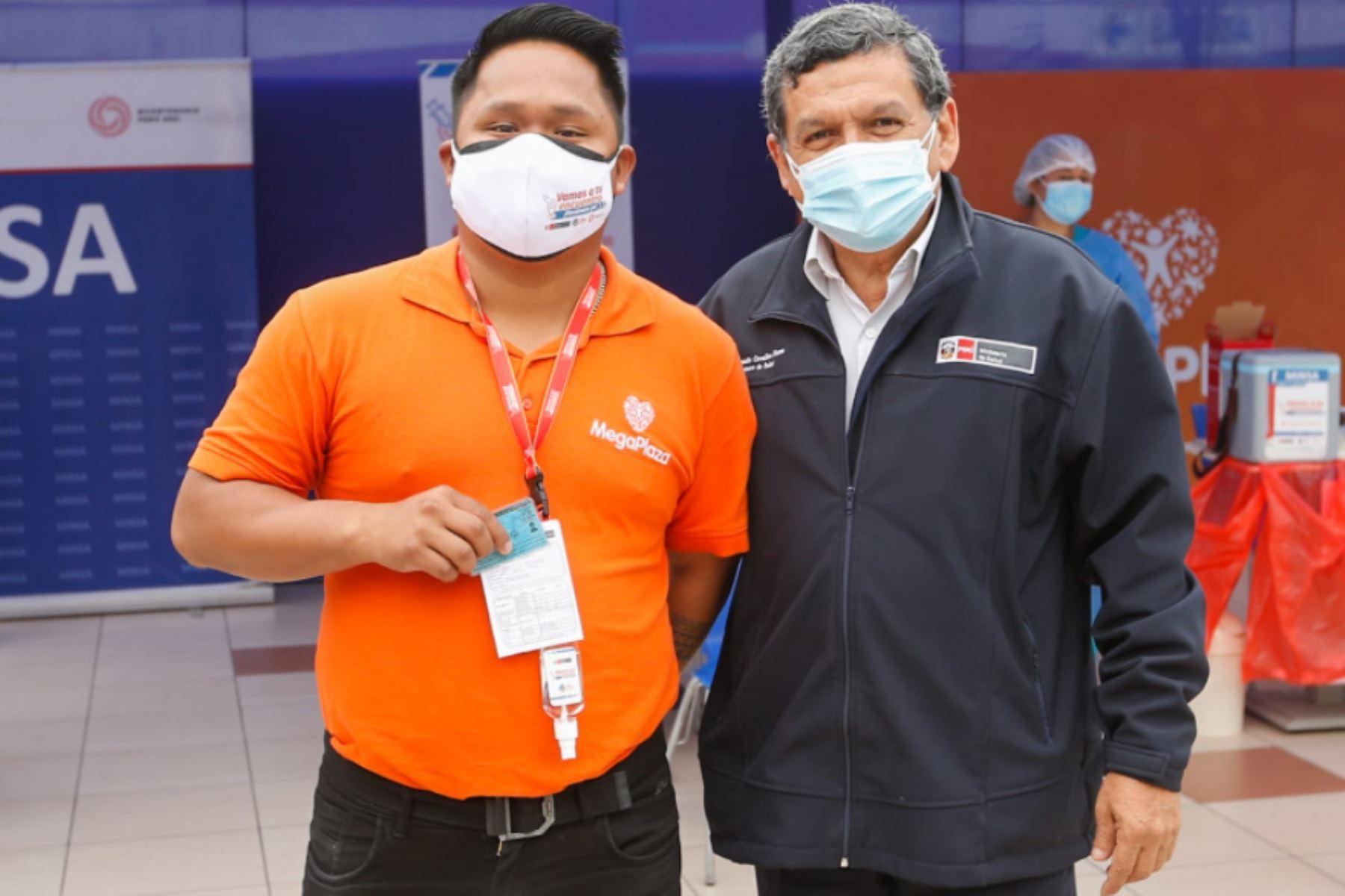 A partir del 15 de octubre centros comerciales van a sortear vales de 1,000 soles entre quienes cuenten con ambas dosis de vacuna contra la covid-19, informó Carlos Neuhaus, presidente ejecutivo de la Asociación de Centros Comerciales de Perú. Foto: MINSA