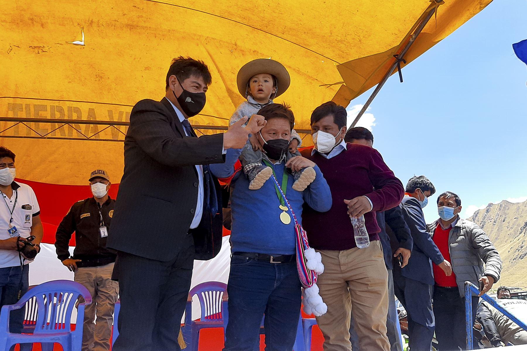 El Titular de la PCM, Guido Bellido, llegó a Puno para la instalación de la Mesa de trabajo para la Implementación del Plan de Acción de la cuenca de Llallimayo y reunión con los alcaldes de la Asociación de Municipalidades de la Zona Norte de este punto del país. Foto: PCM