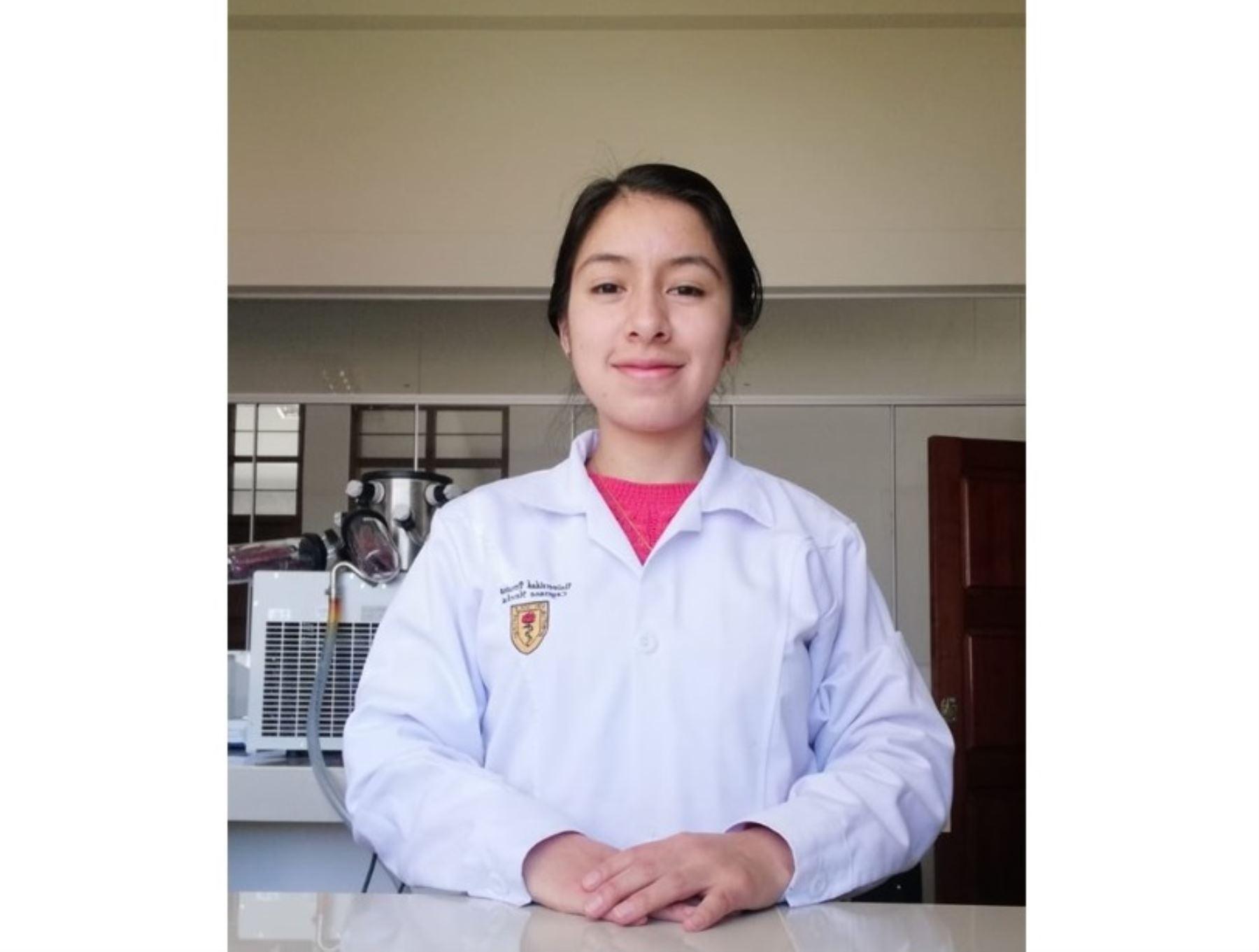 Conoce a Lorena Cruz Rojas, la joven talento de Amazonas que fomenta el interés por la ciencia, en especial por los virus.