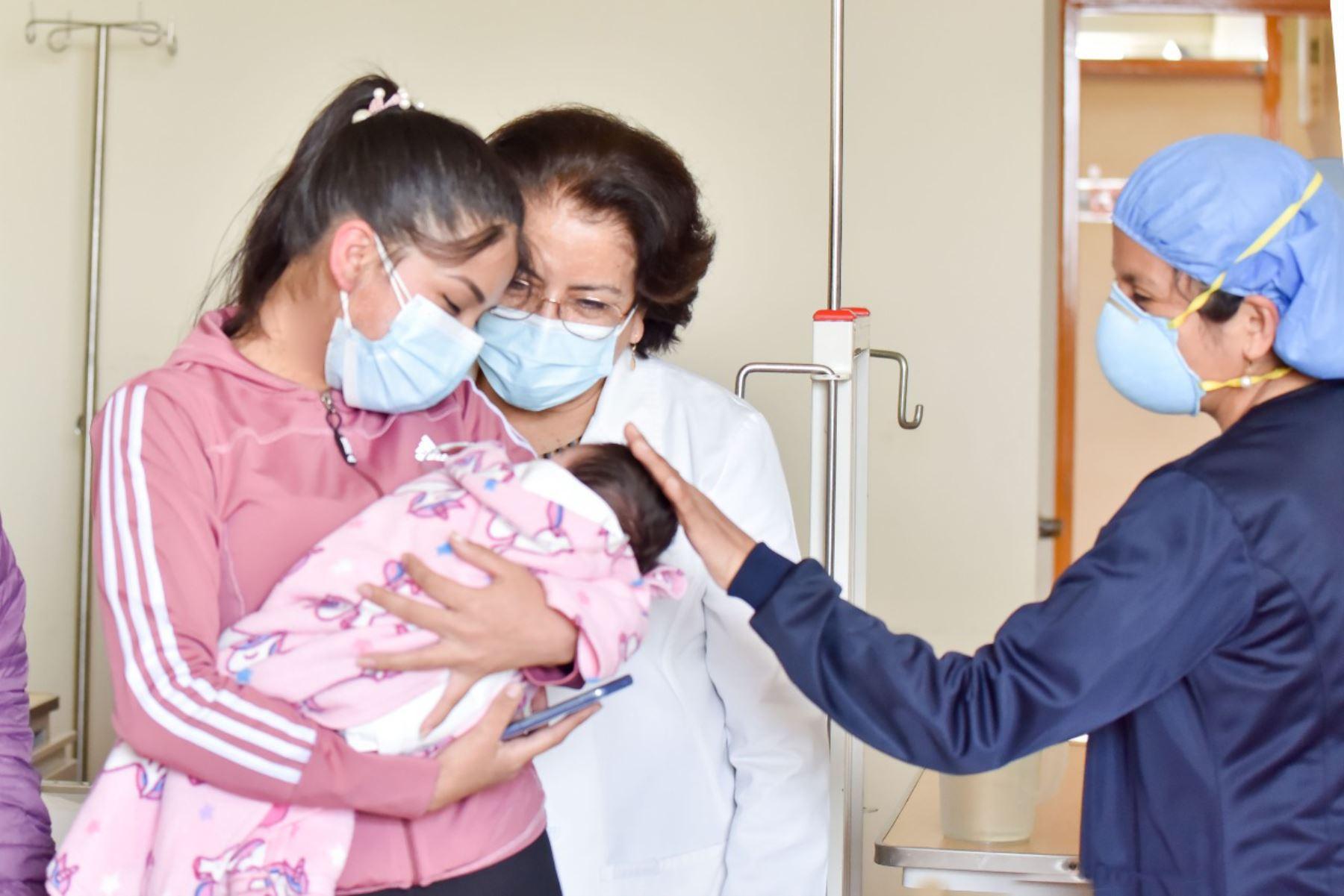 INSN-San Borja: operan a recién nacida de 2 kilos de peso y le corrigen cardiopatía
