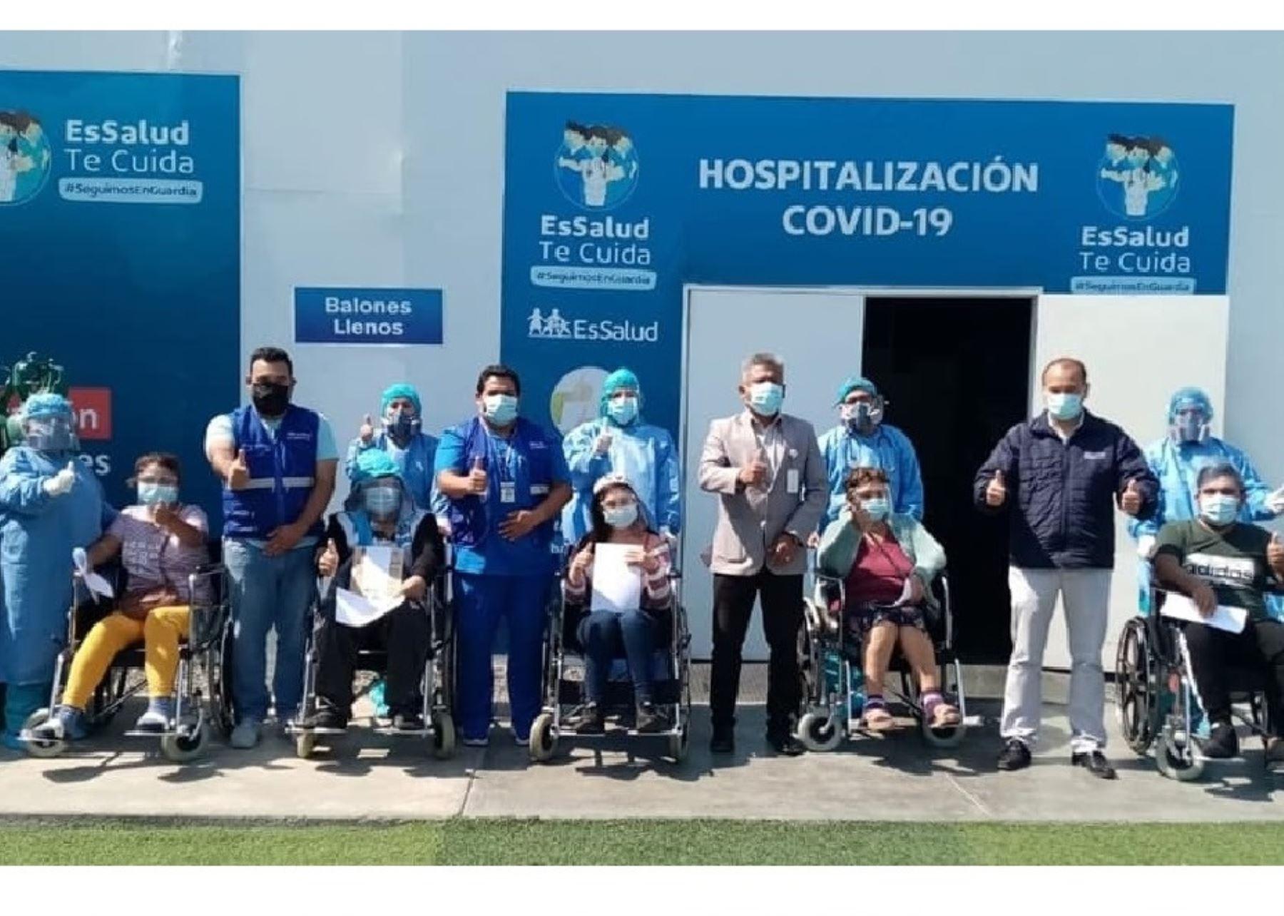 ¡Victoriosos! 5 miembros de una familia superan el covid-19 y reciben el alta en Chimbote