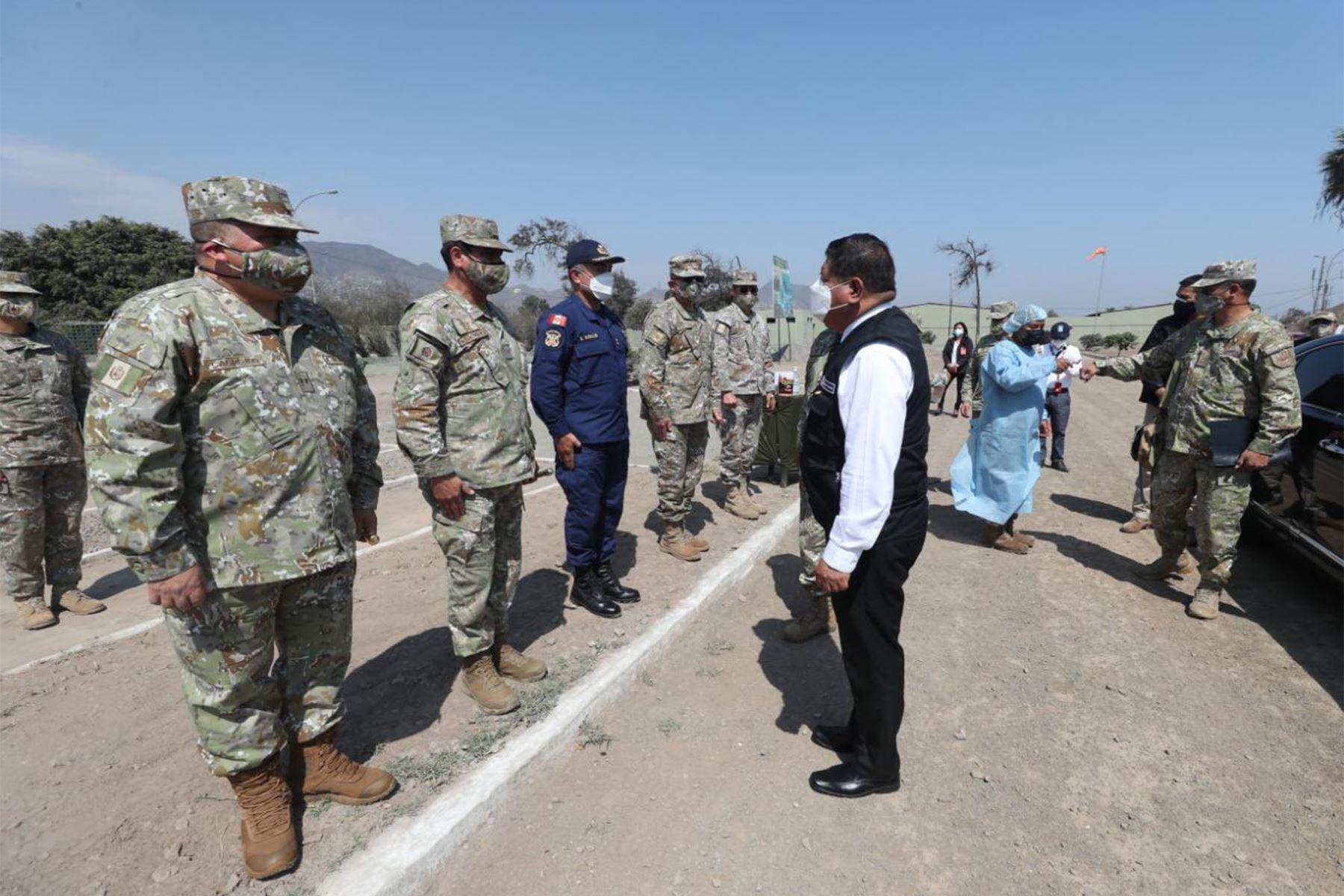 Ministro Ayala expresa reconocimiento al personal militar que apoyó a familias de SJL