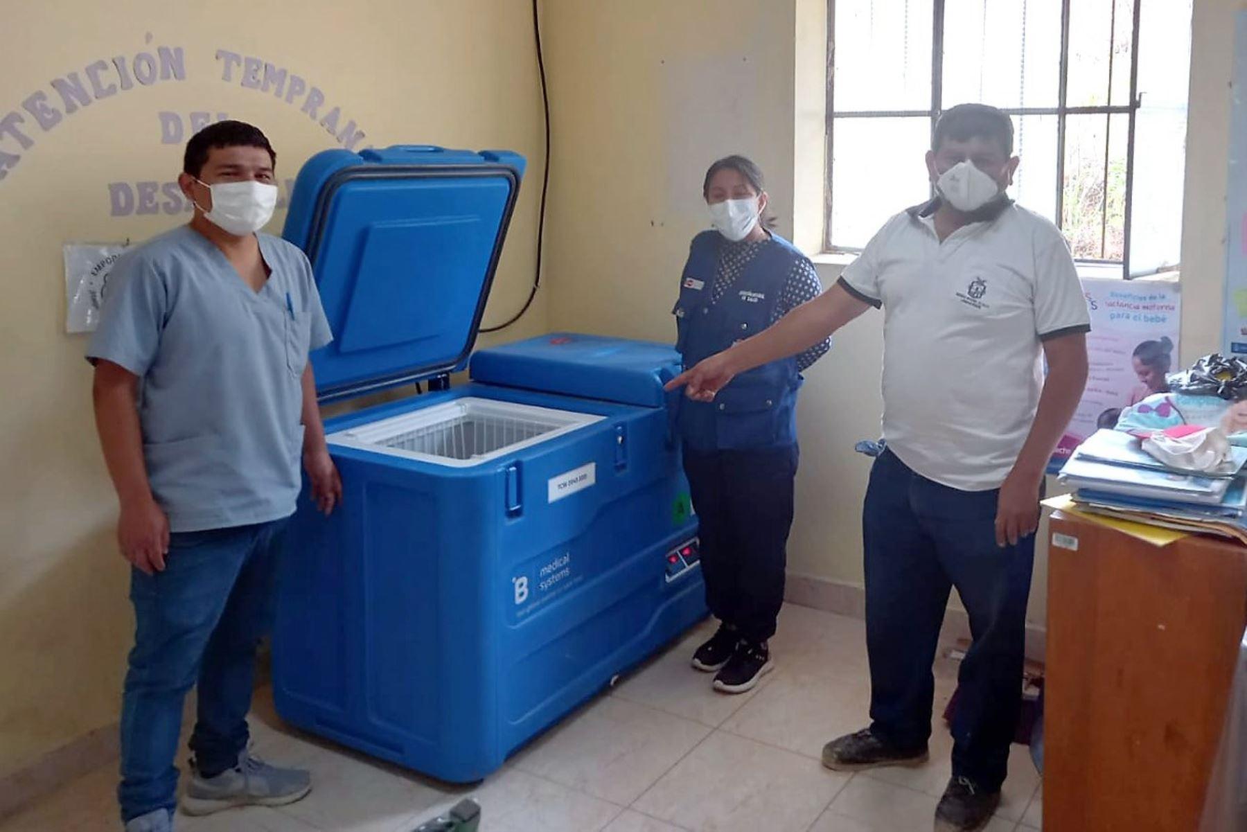 Covid-19: instalación de congeladoras solares asegura la vacunación en Lambayeque