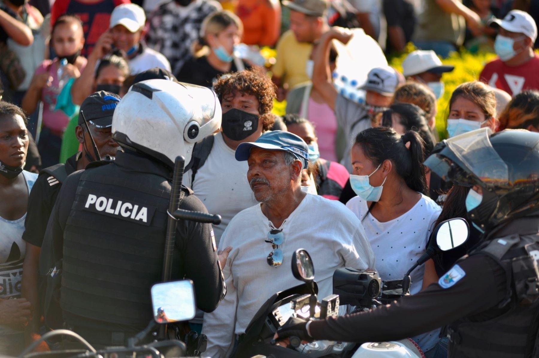 Continúa la identificación de cadáveres de la masacre en prisión de Guayaquil