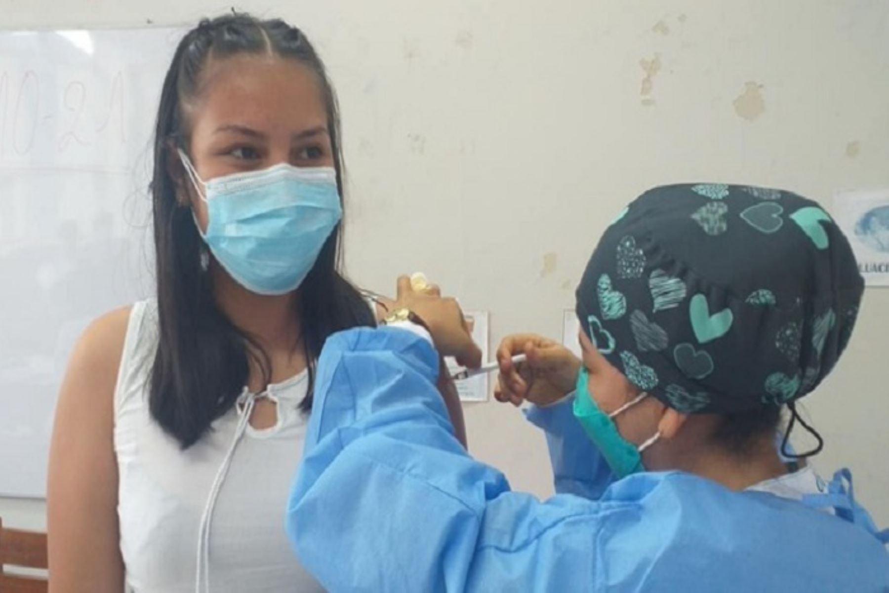 San Martín inició vacunación a jóvenes de 18 años a más