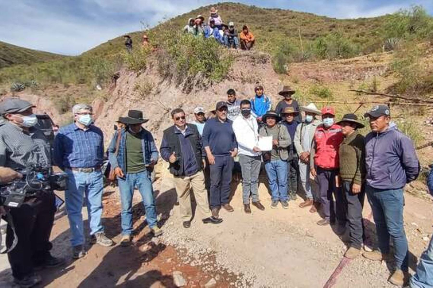 Gobierno logra acuerdo con comunidades de Chumbivilcas y se levanta medida de fuerza