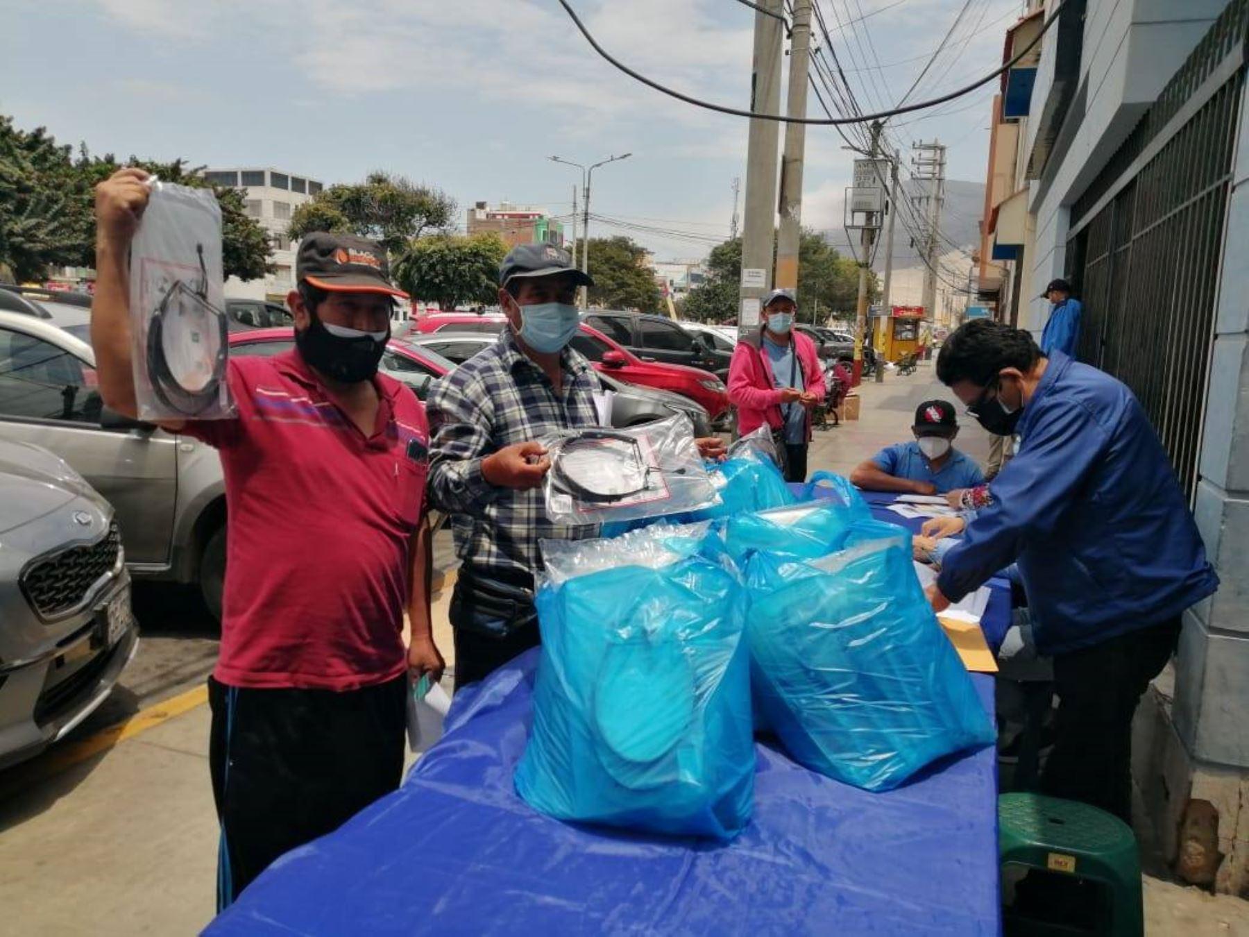 Áncash entrega mascarillas y protectores faciales a pescadores artesanales