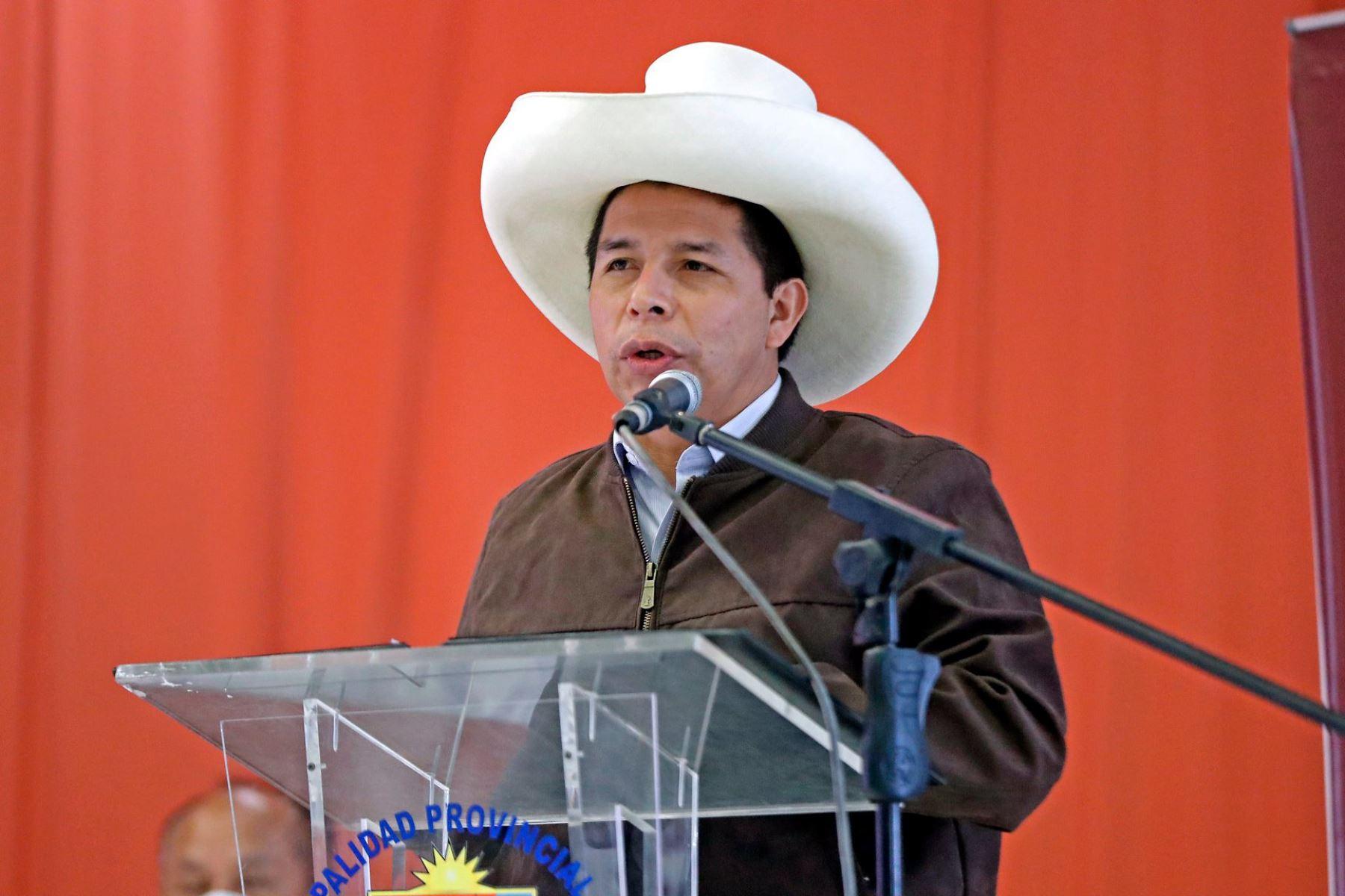 Presidente Castillo saluda a periodistas y reafirma compromiso con libertad de expresión
