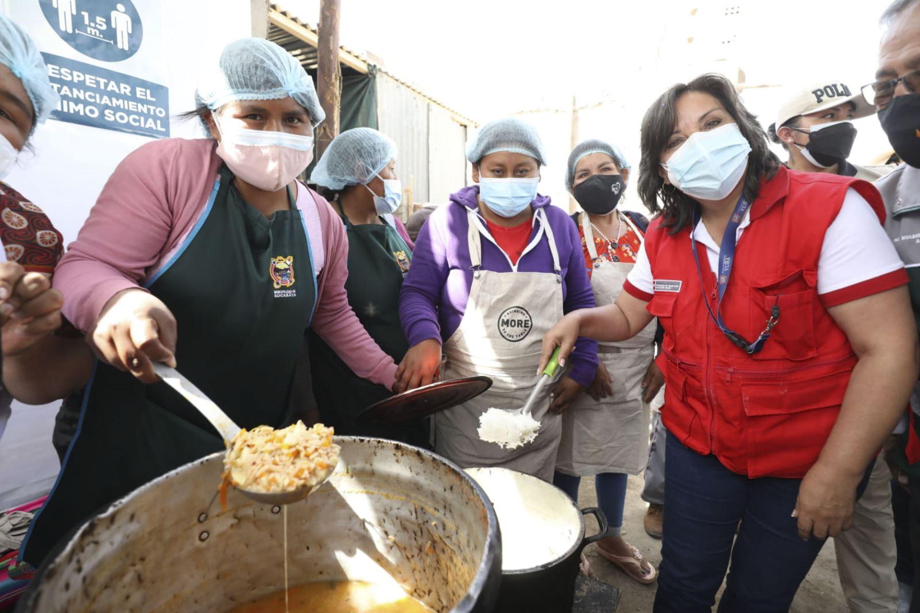 Ministra Boluarte: Lideresas de las ollas comunes son ejemplo de lucha contra el hambre