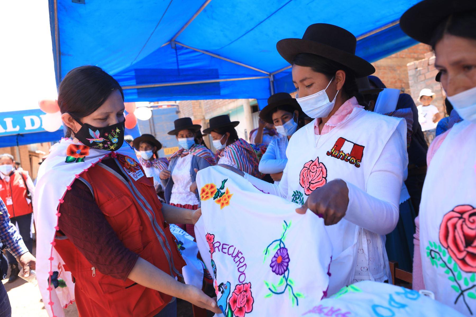 Ayacucho: ministra Anahí Durand se reunió con mujeres emprendedoras de Luyanta
