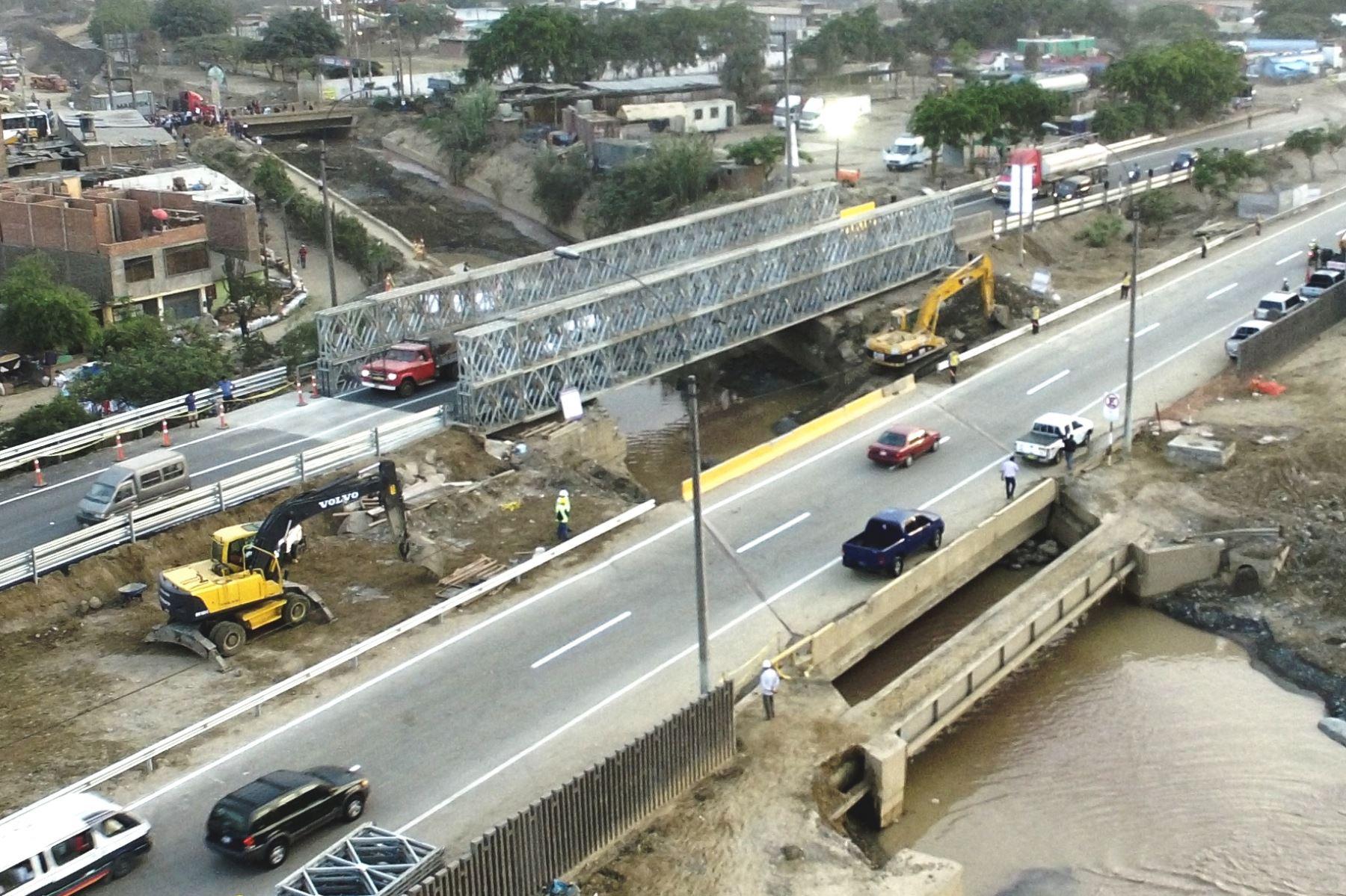 Municipalidad de Lima reabrió el tránsito vehicular en el puente Huaycoloro