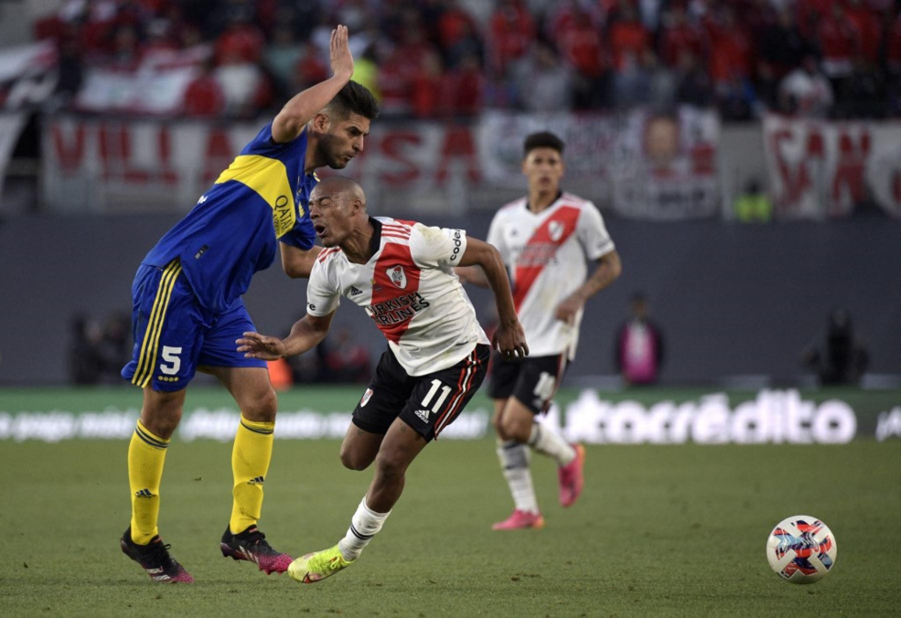 Carlos Zambrano anotó de cabeza en el superclásico Boca Juniors-River Plate