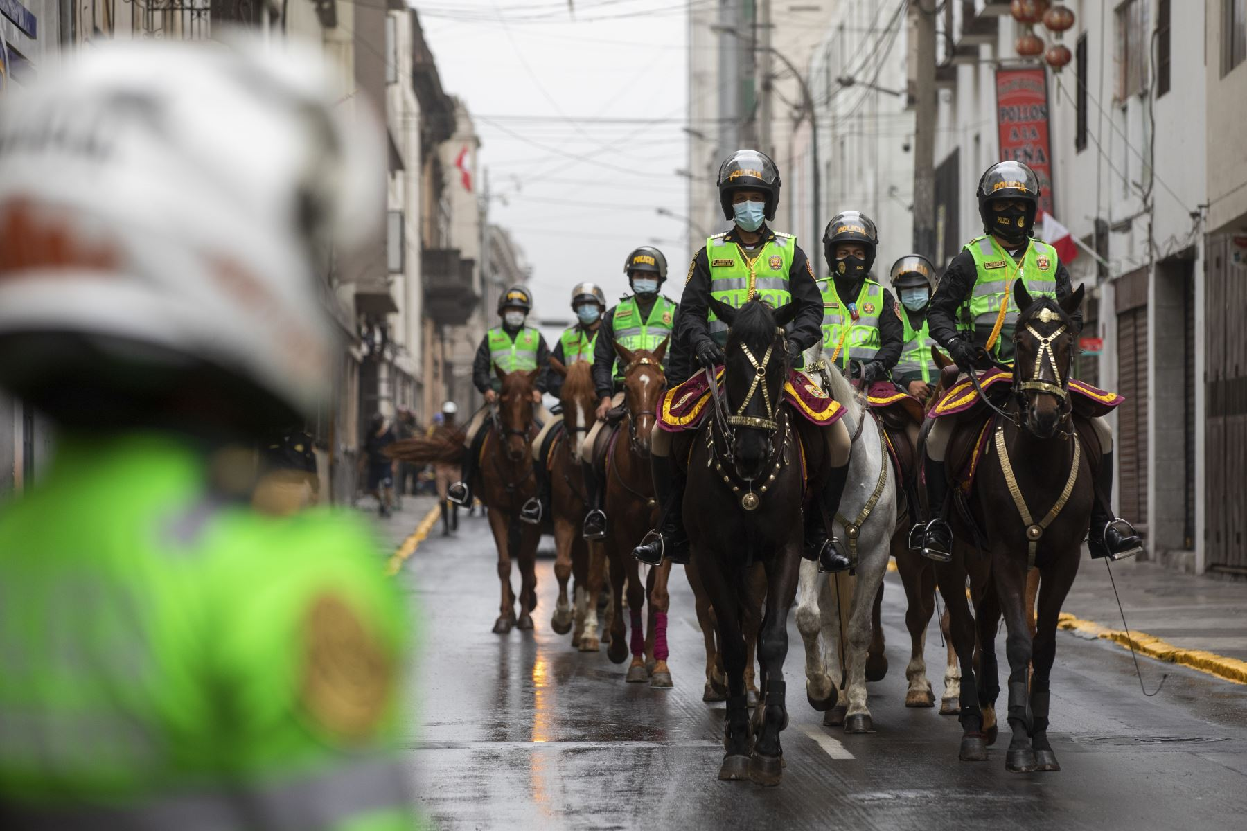 More than 100 members of the operational personnel of the Lima commune, including security guards, inspectors, traffic inspectors and City Services personnel, along with 200 police officers, intervened five blocks of the aforementioned road, from the Huallaga shred to the intersection with the Nicolás de Piérola avenue.  Photo: ANDINA / Municipality of Lima