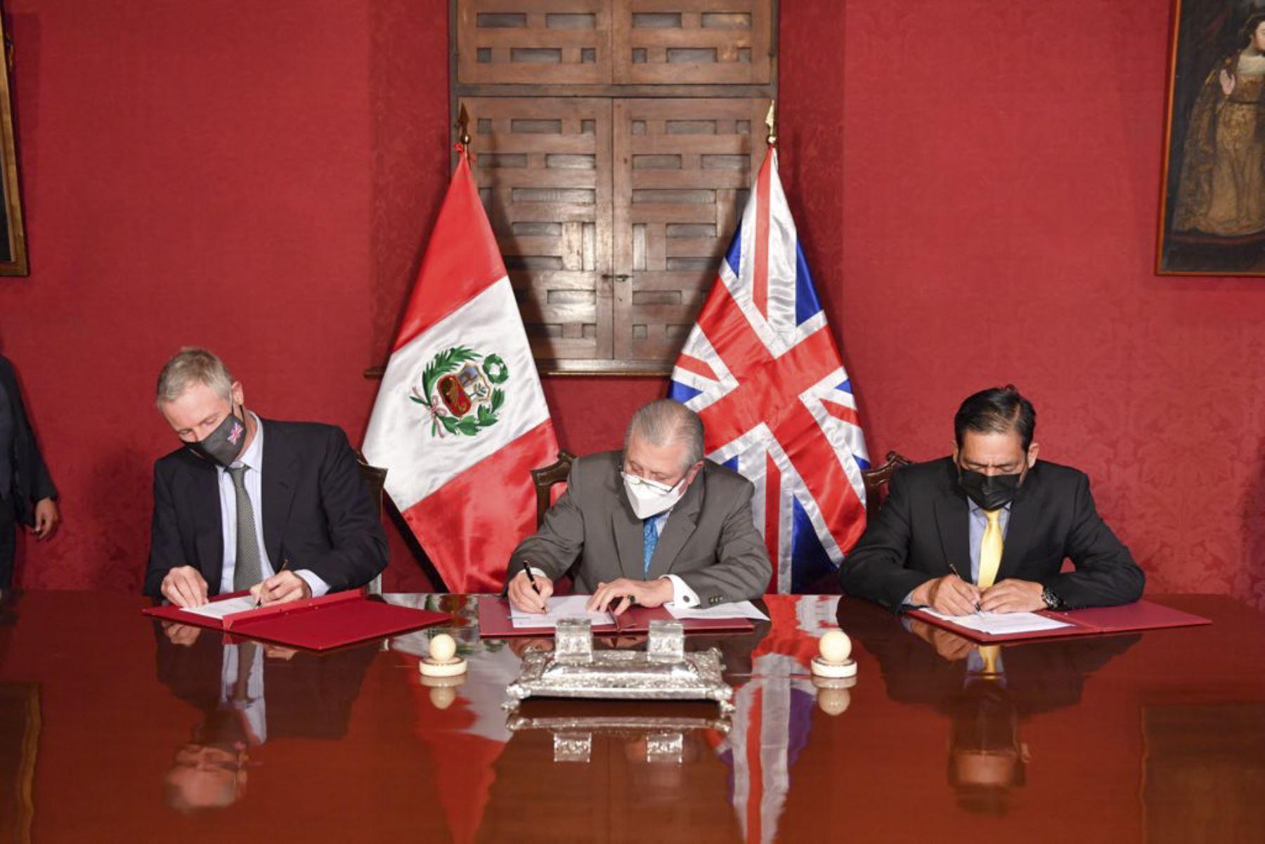 Perú y Reino Unido refuerzan sus lazos de cooperación y acuerdan próximo financiamiento