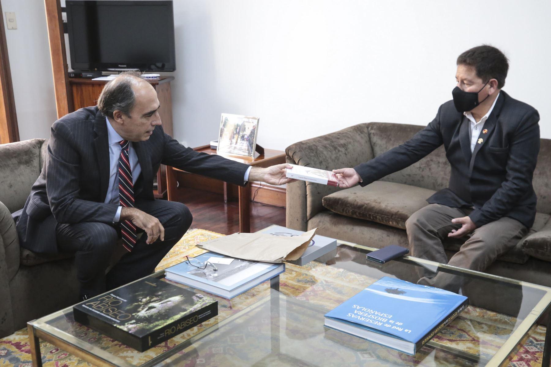 Titular de la PCM se reunió con el embajador de España