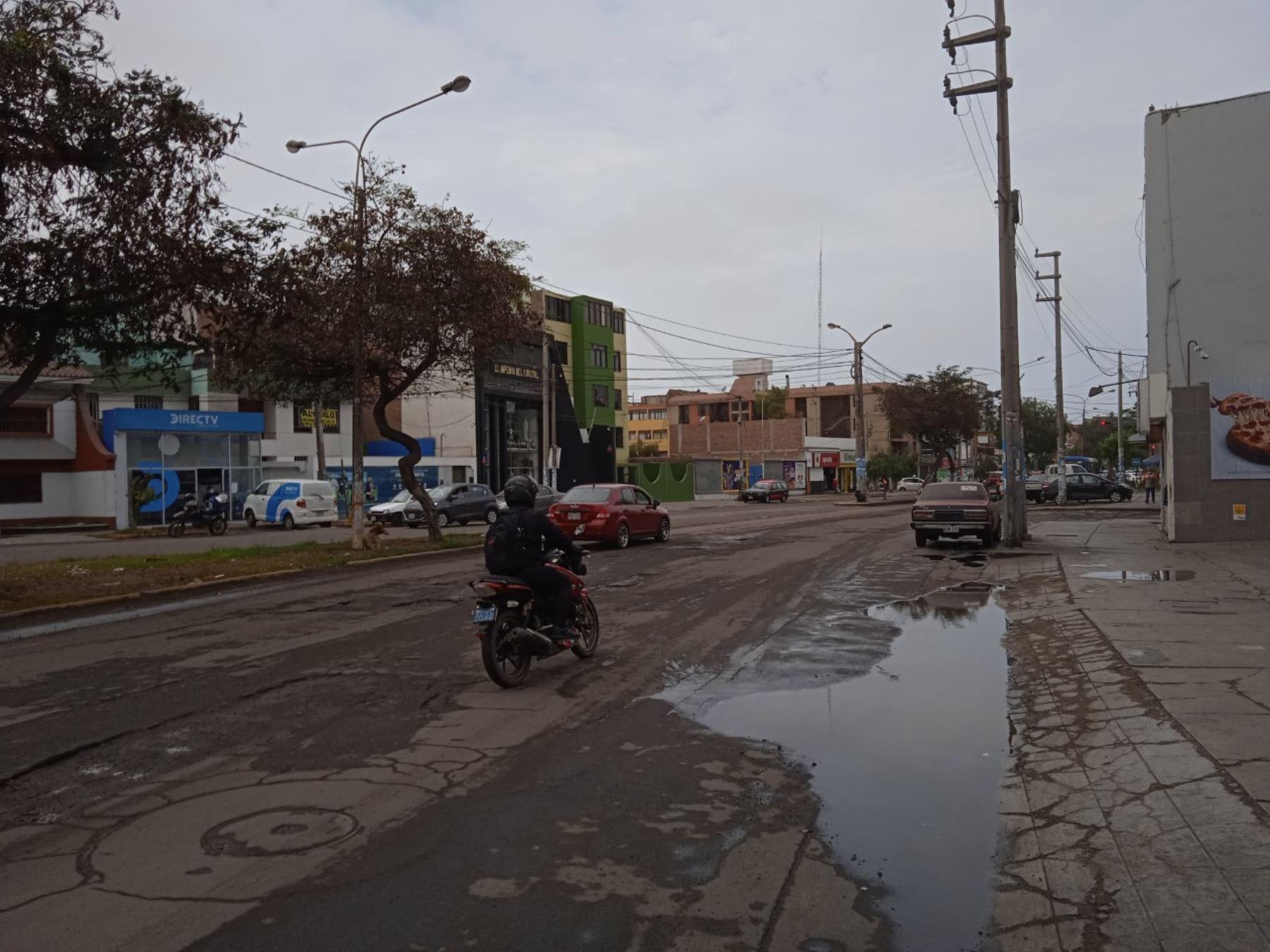 Lluvia inusual sorprende a pobladores de La Libertad y origina apagón en Trujillo y Virú
