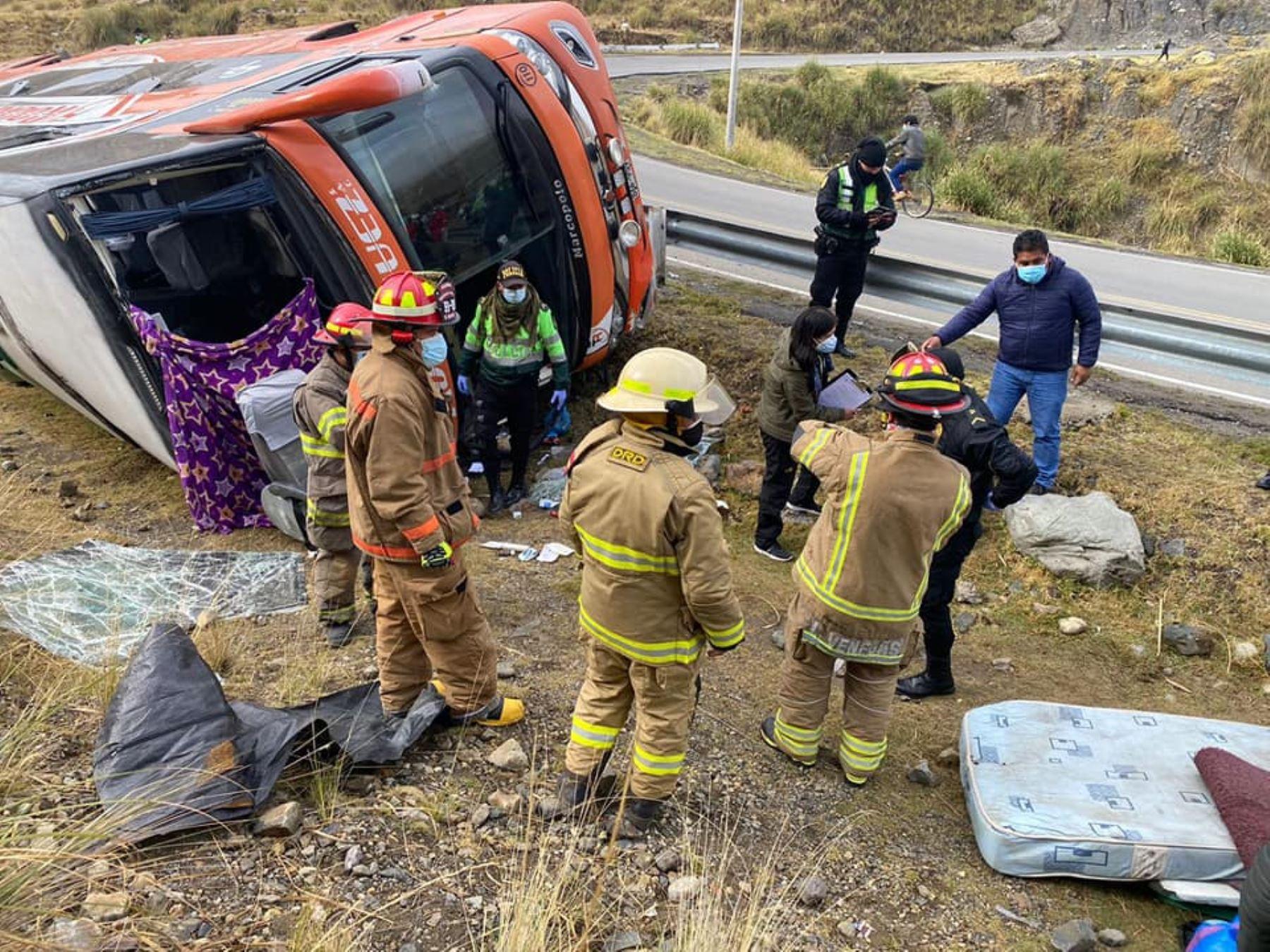 Un muerto y al menos diez heridos deja accidente vehicular en la sierra de Áncash