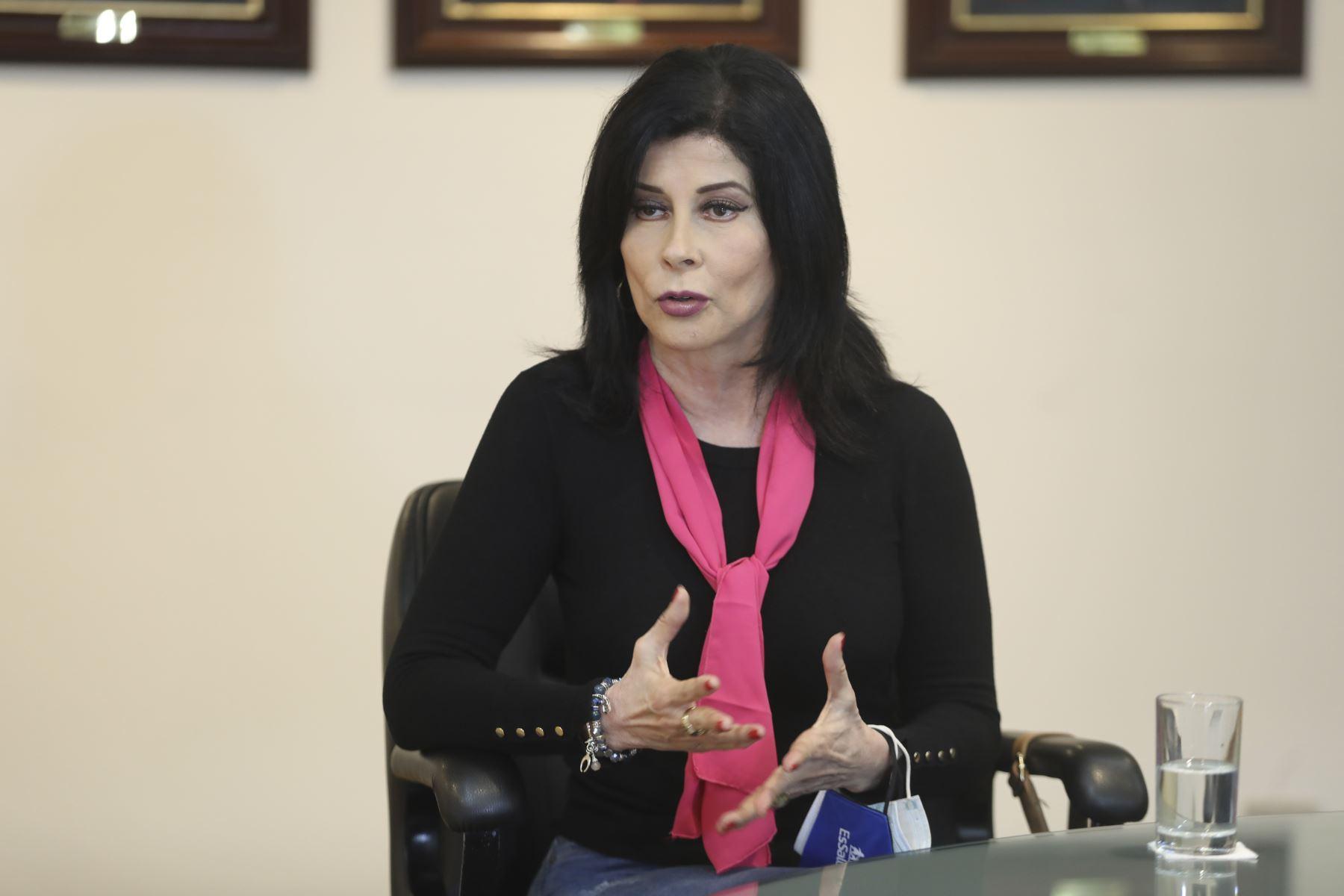 Actriz Olga Zumarán inicia tratamiento por cáncer de cuello uterino en EsSalud
