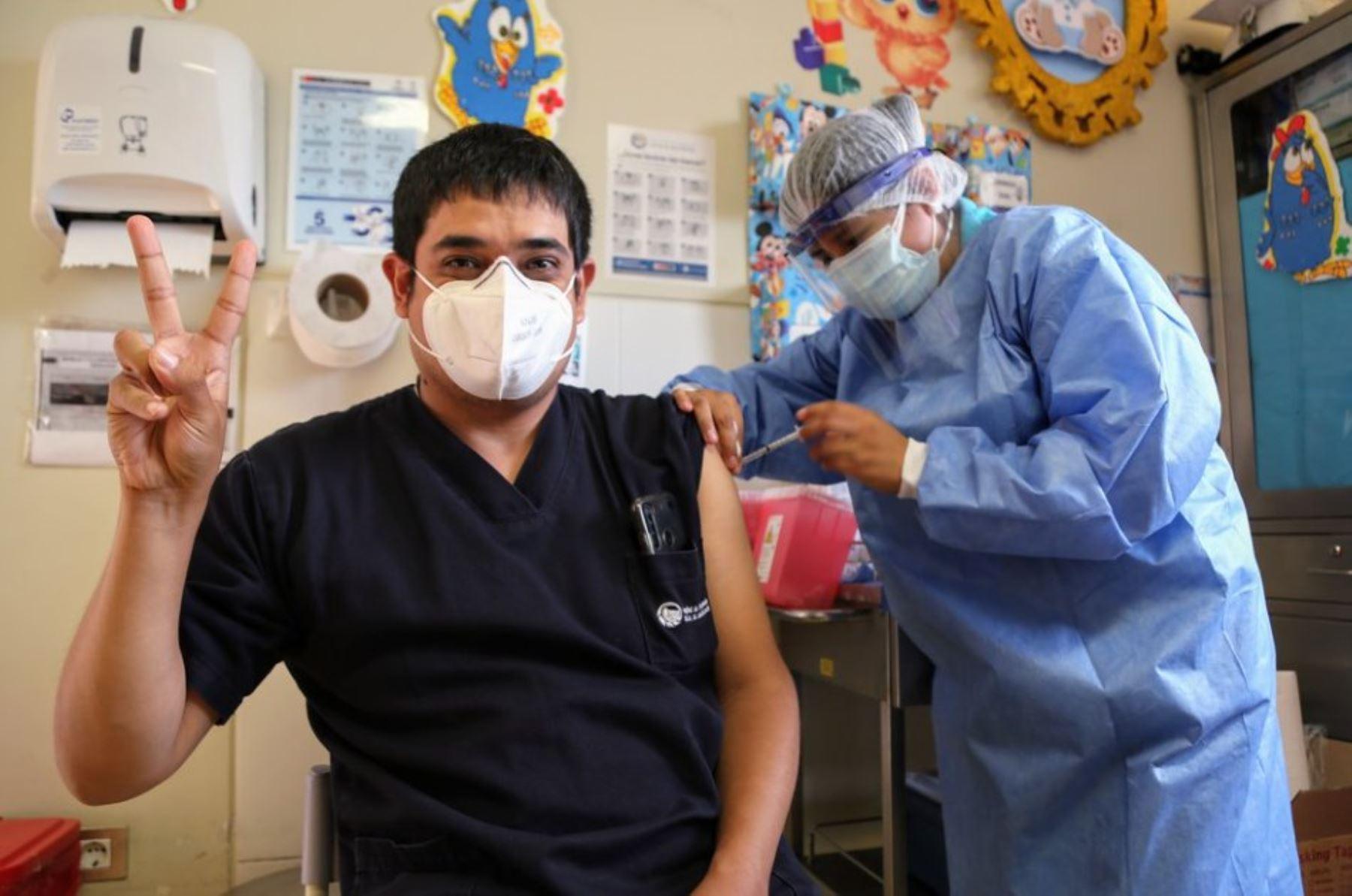 Covid-19: 15 de octubre inicia aplicación de tercera dosis de vacuna a personal de salud