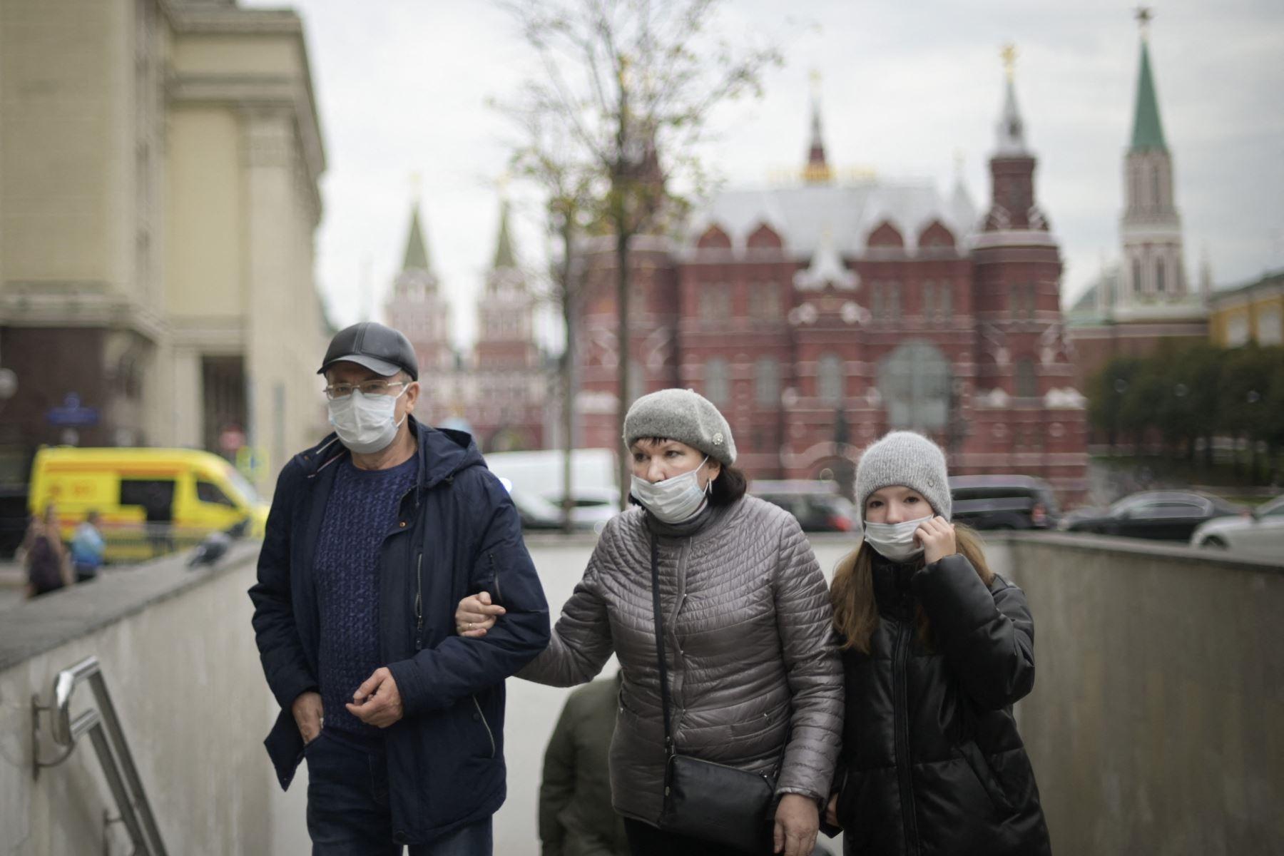 Rusia se acerca a las mil muertes por covid-19 al día