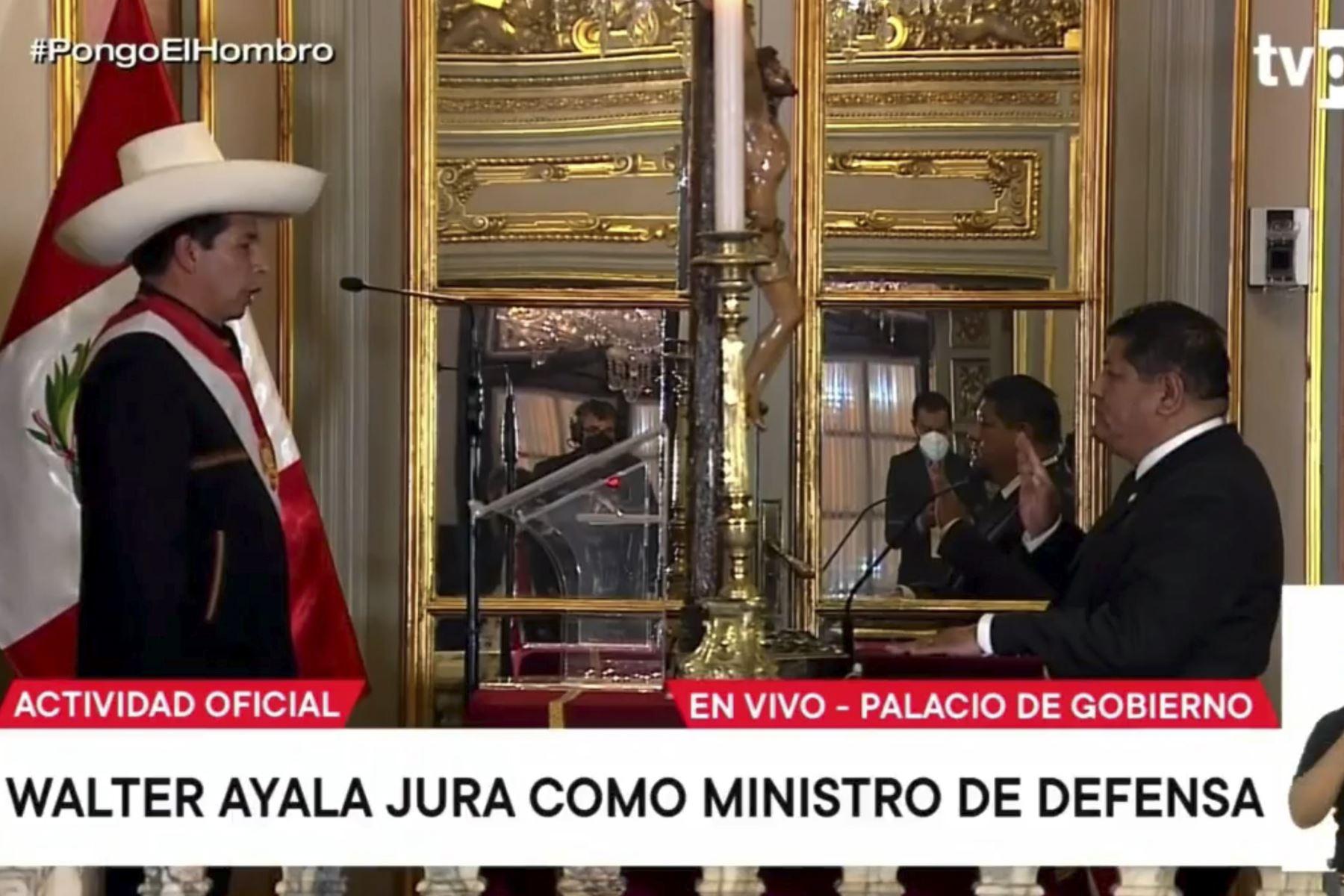 Walter Ayala jura como ministro de Defensa