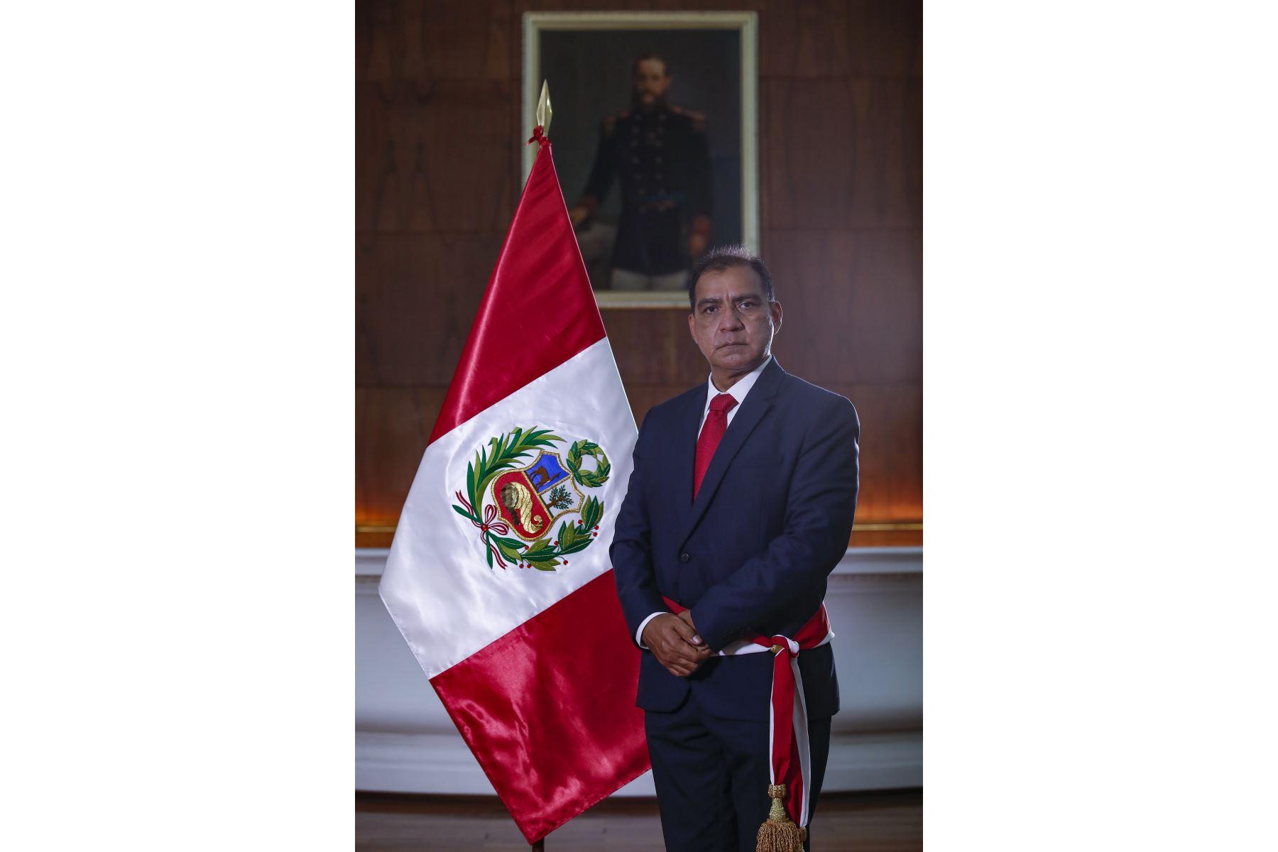 Conoce el perfil del nuevo ministro del Interior, Luis Barranzuela Vite