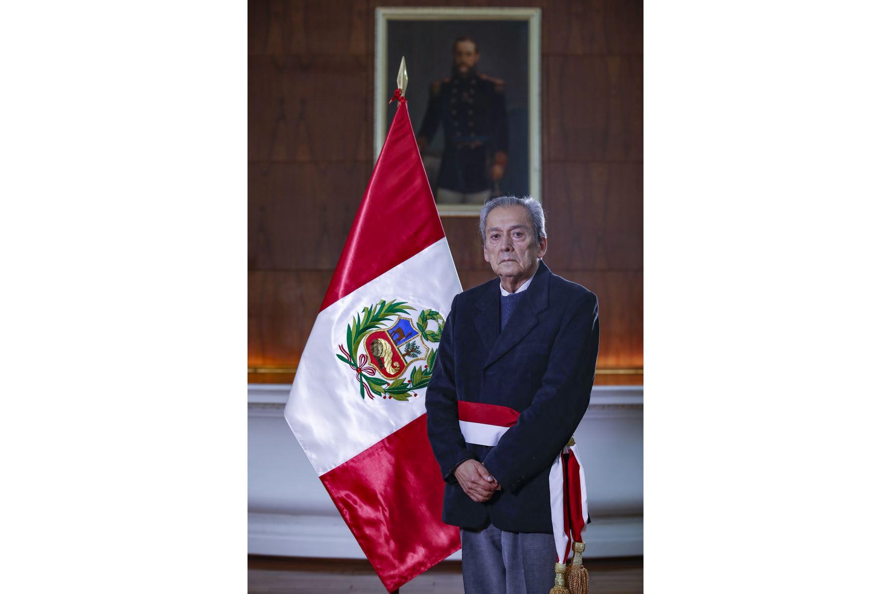 Carlos Gallardo: conoce el perfil del nuevo ministro de Educación