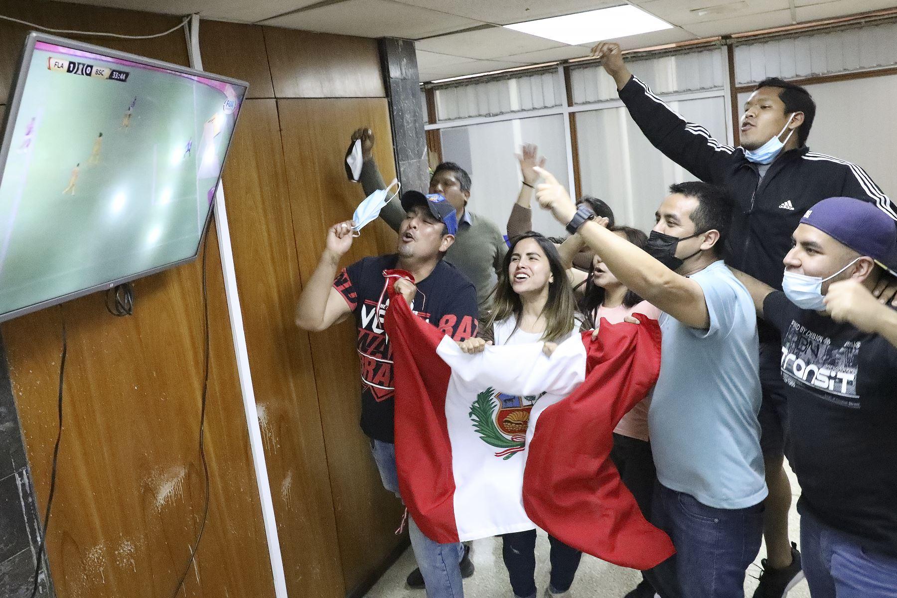EsSalud recomienda evitar aglomeraciones durante el partido Perú-Chile
