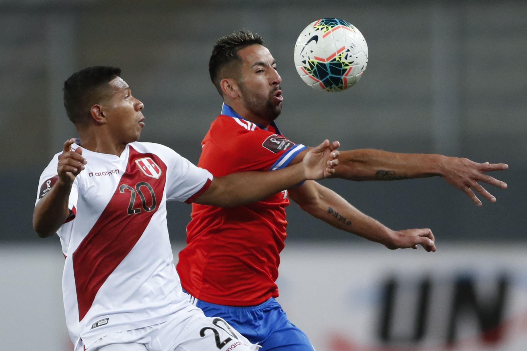 Perú empata con Chile a cero goles en el primer tiempo de la fecha 11 de las Eliminatorias