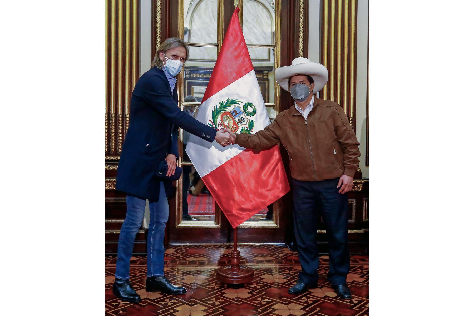 """Pedro Castillo a selección peruana: \""""muchas gracias por esta alegría al pueblo\"""""""