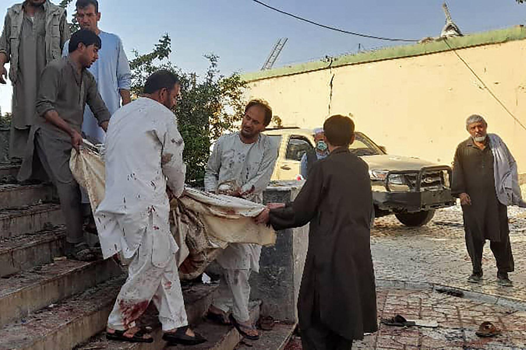 Al menos 80 muertos y 100 heridos en atentado en una mezquita en Afganistán