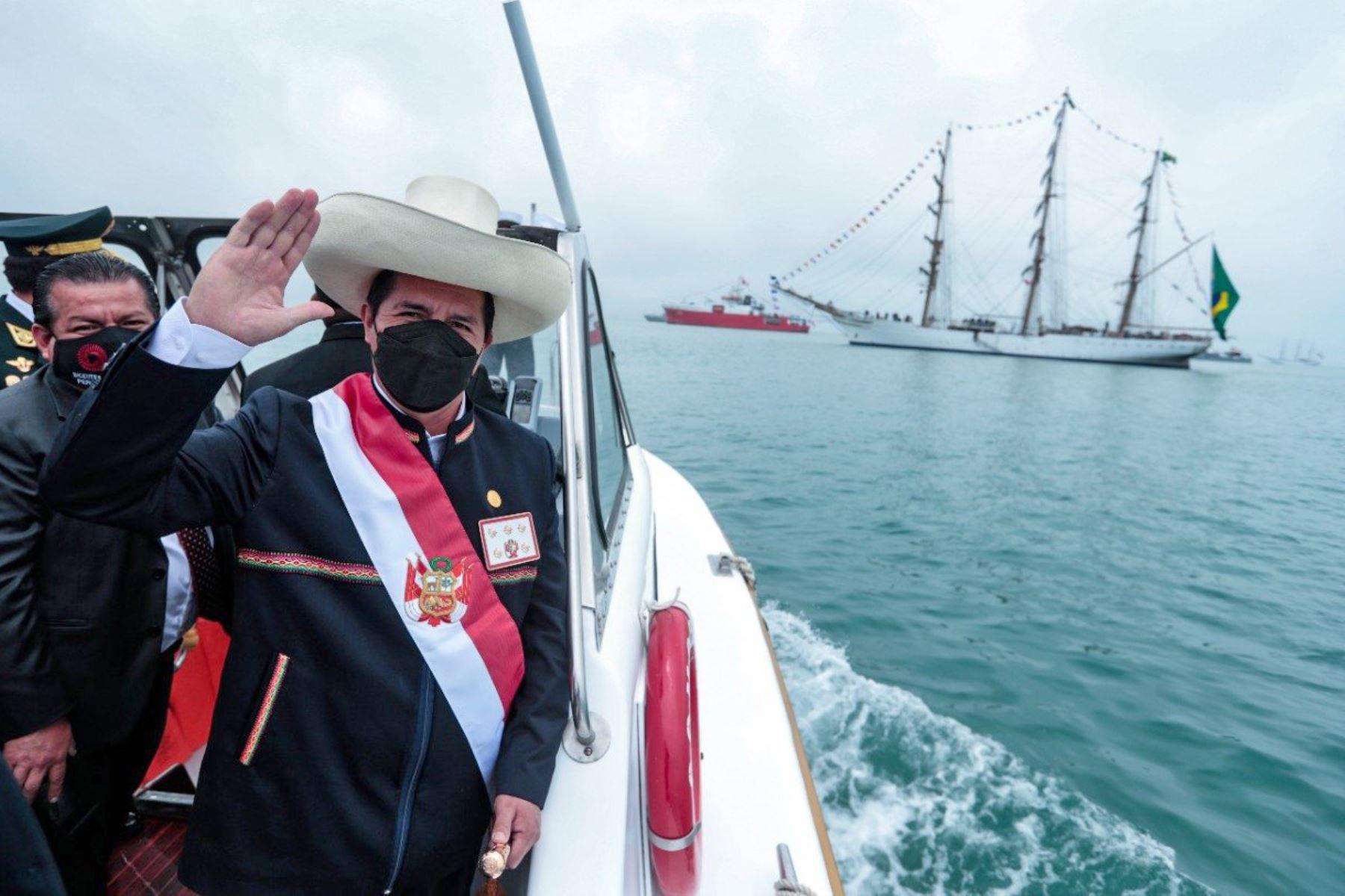 Presidente resalta trabajo de la Marina e invoca a continuar con labor por la seguridad