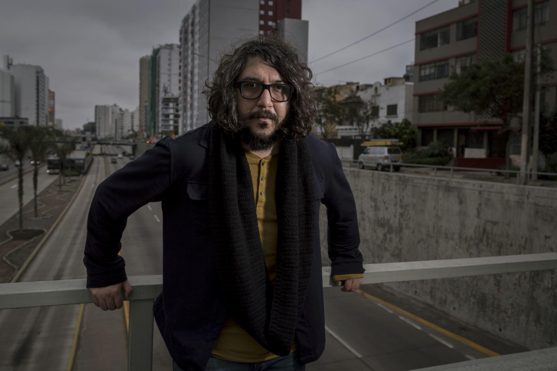 """Escritor peruano Pedro Casusol presenta su libro \""""City Mon Amour\"""""""