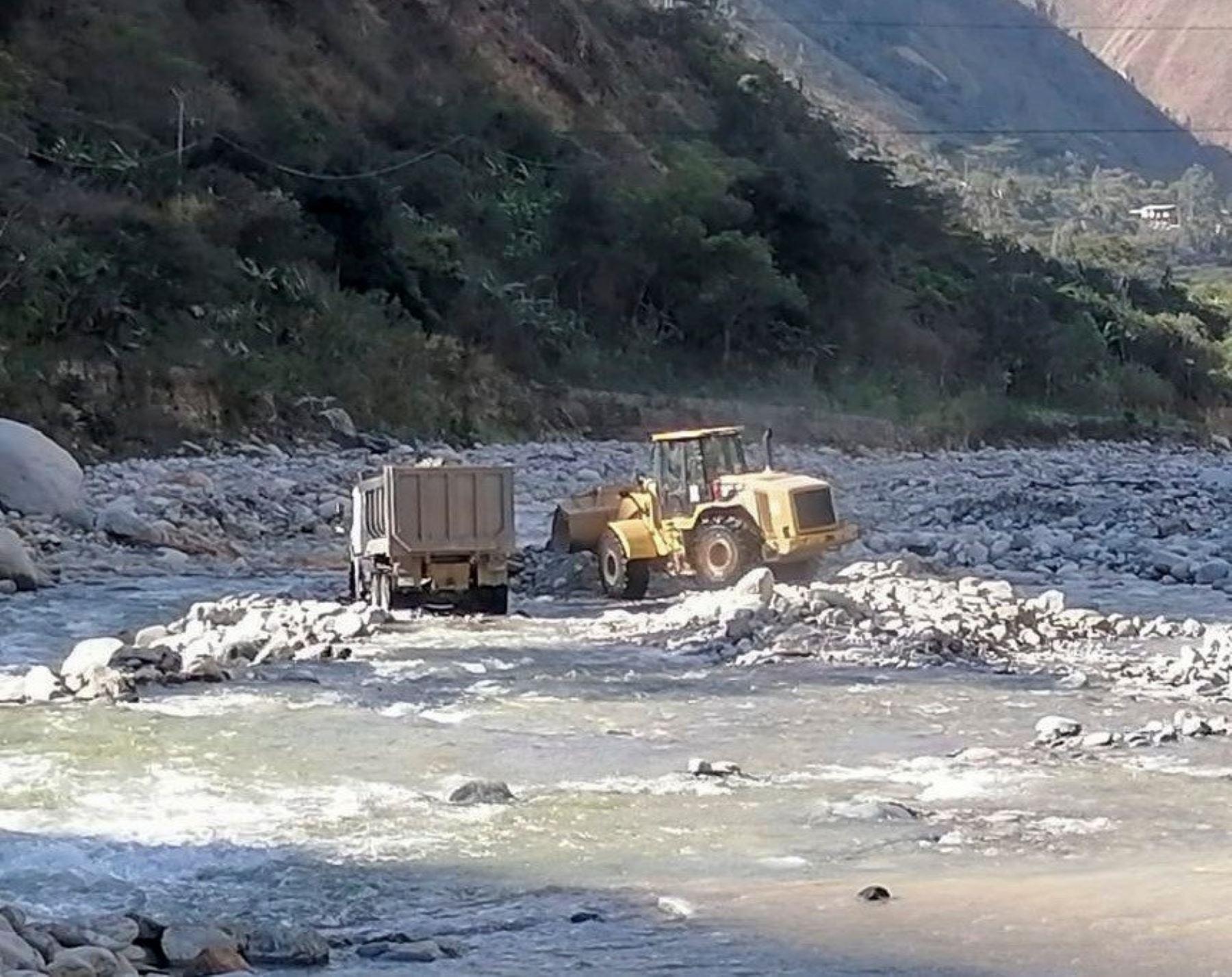 Cusco: culminan labores de descolmatación y limpieza del cauce del río Salkantay