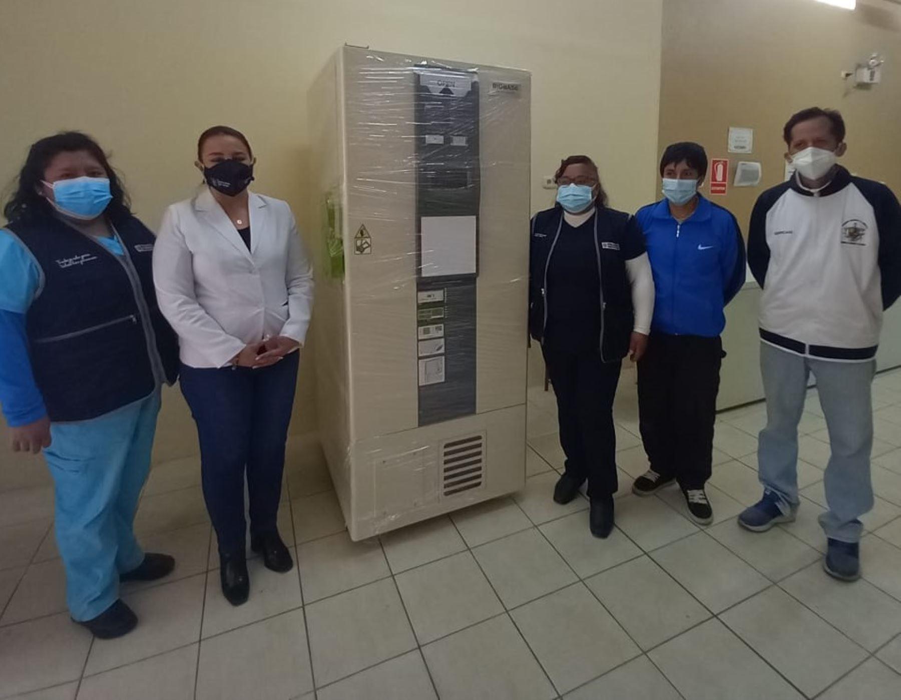 La Libertad: OPS dona ultracongeladora para conservar vacunas contra el covid-19