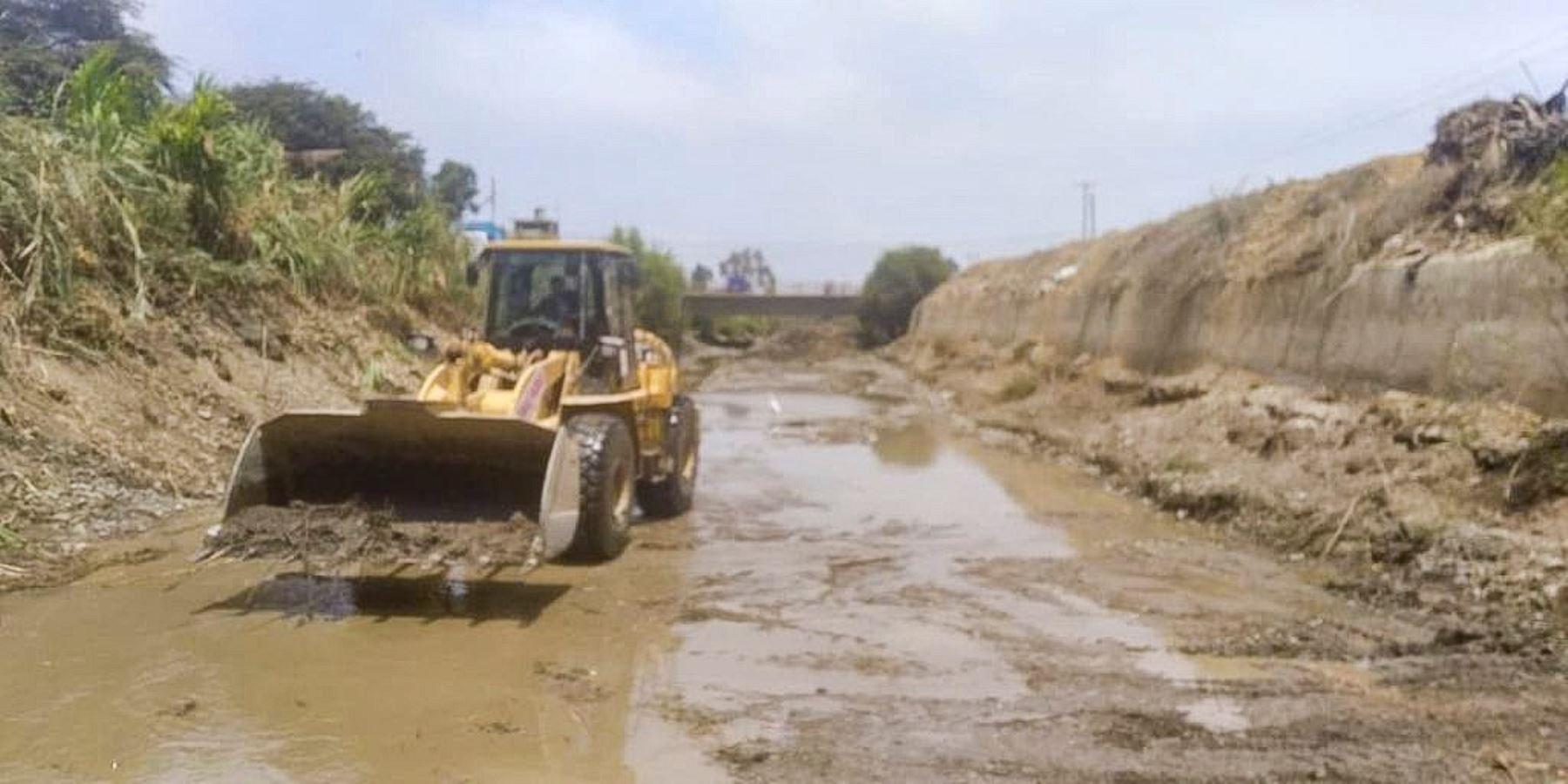 Áncash: maquinaria del sector Vivienda realiza limpieza y descolmatación del río Huarmey