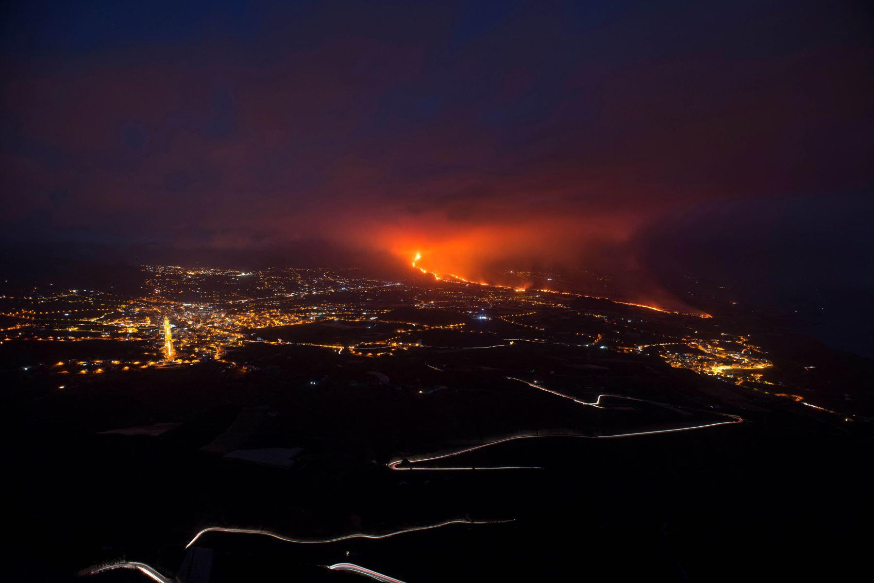 Volcán de La Palma mantiene gran actividad mientras sube la sismicidad