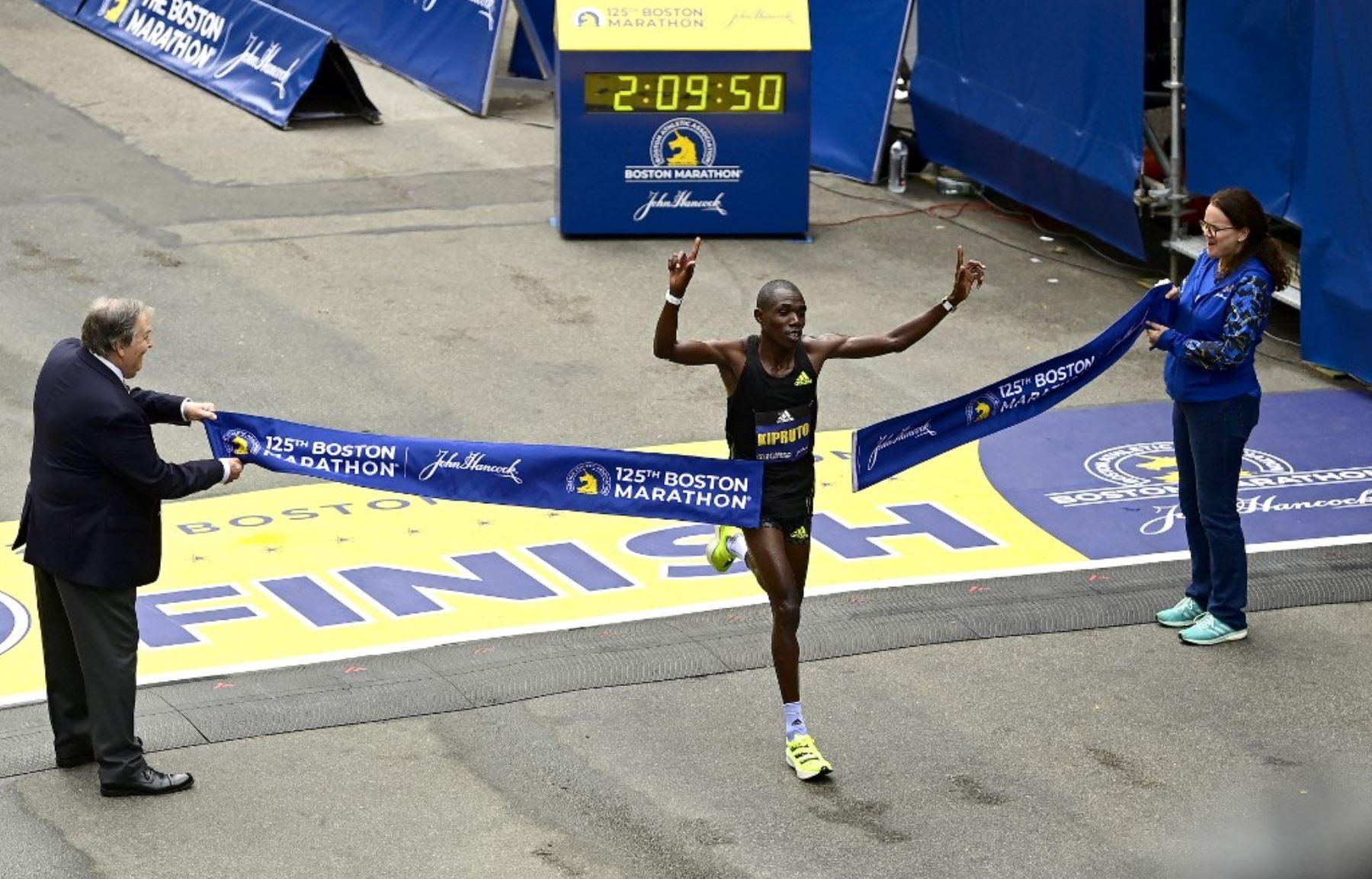 Keniano Benson Kipruto gana la 125 edición del Maratón de Boston