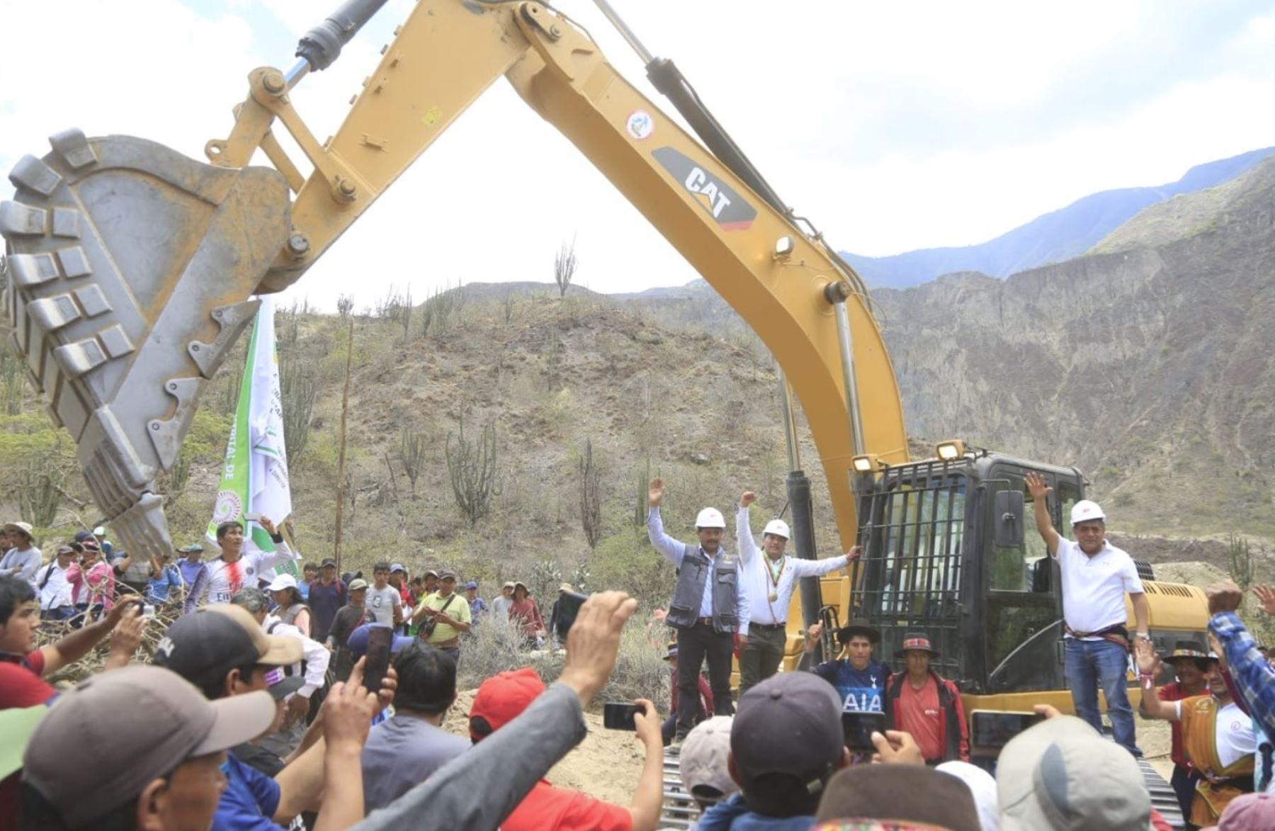 Integración de pueblos: en Ayacucho dan inicio a obras de trocha carrozable en Oronccoy
