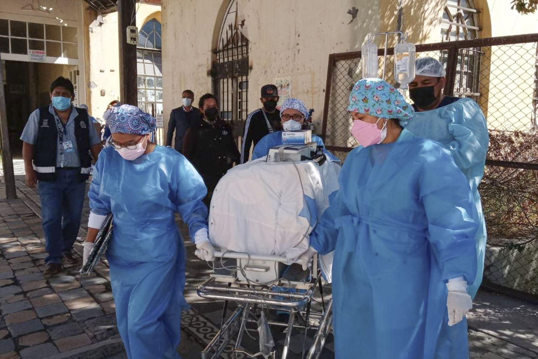 A la 1:29 p.m. de hoy 11 de octubre, los siameses Dylan y Neythan, nacidos el pasado 22 de agosto en el Hospital Goyeneche de Arequipa, fueron separados sin complicaciones tras ser sometidos a una exitosa operación quirúrgica de más de 7 horas. Foto: Minsa