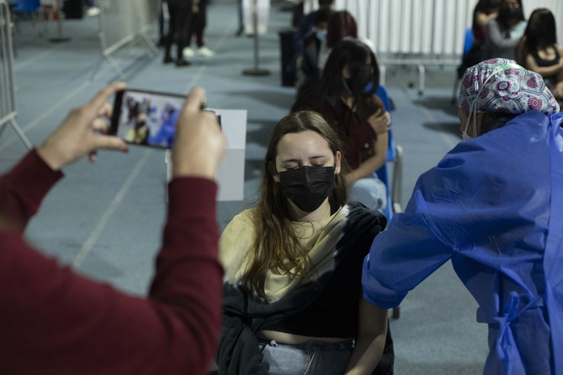 Vacunación contra la covid-19 en el estadio Luis Gálvez Chipoco de Barranco. Inoculación para personas mayores de 18 años se dio inicio este lunes y el horario de atención es de 7 a.m. a 7 p.m. en todos los centros de salud. Foto: ANDINA/Carla Patiño Ramírez