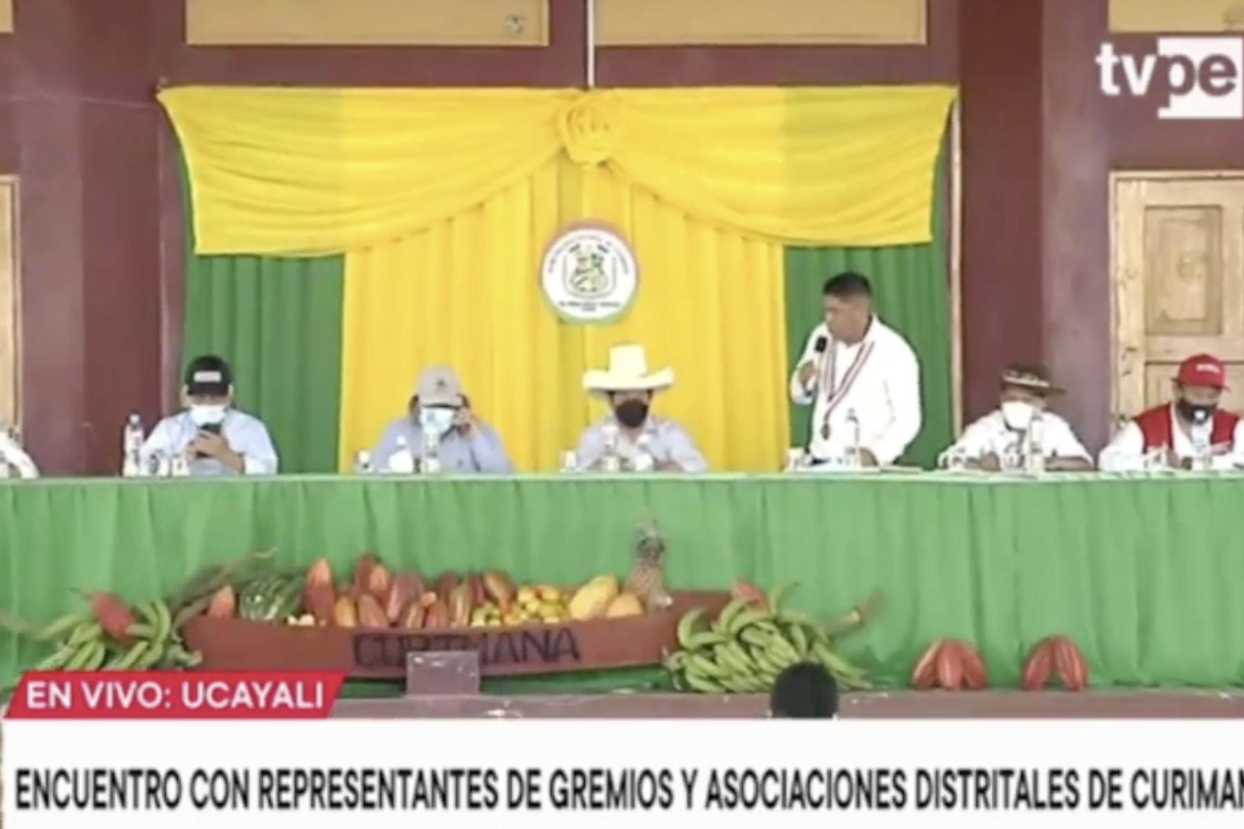 Presidente Castillo sostiene encuentro con alcalde y organizaciones de Curimaná