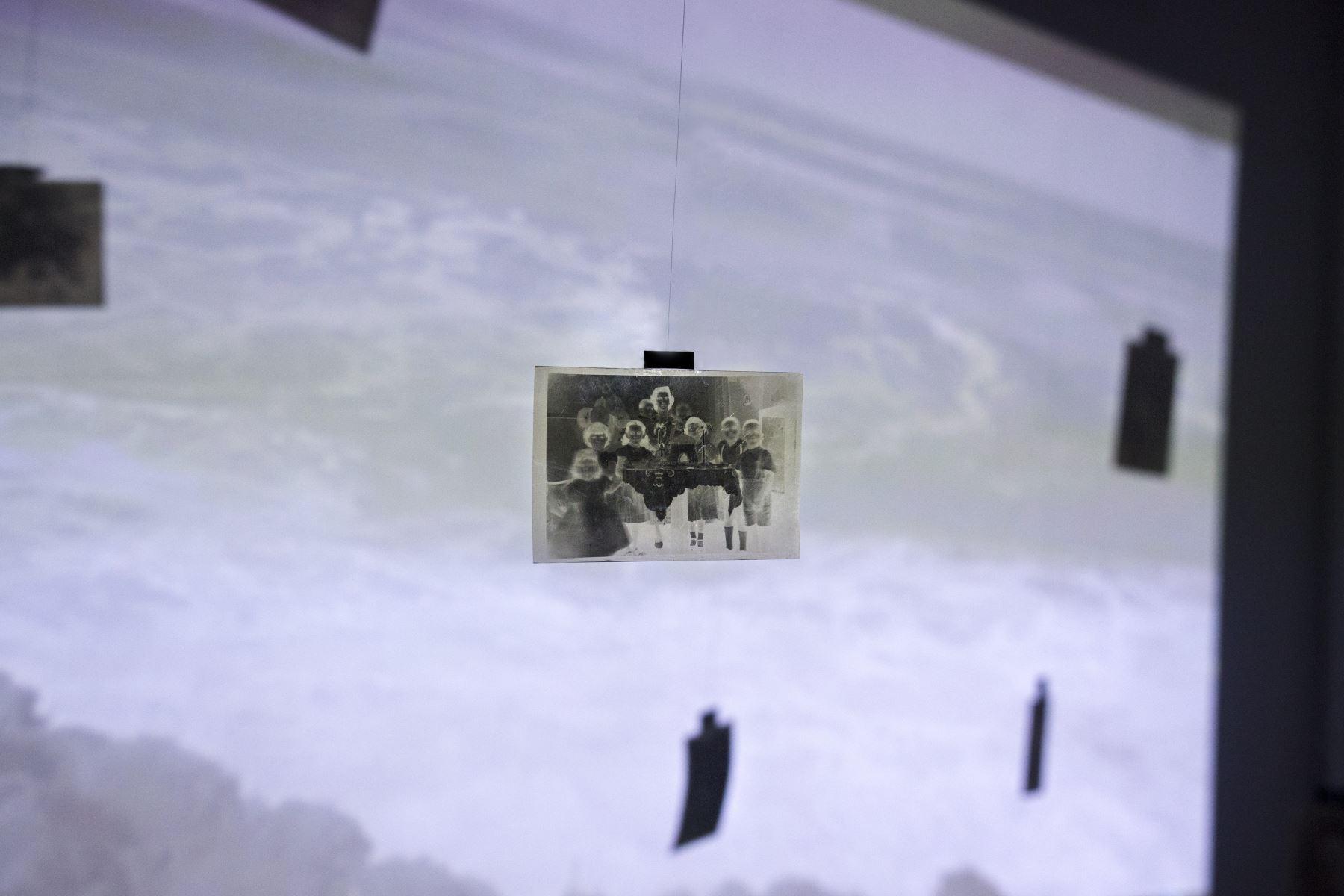 """Presentan exposición presencial """"Entre océanos"""" de Luciana Merino Coca."""