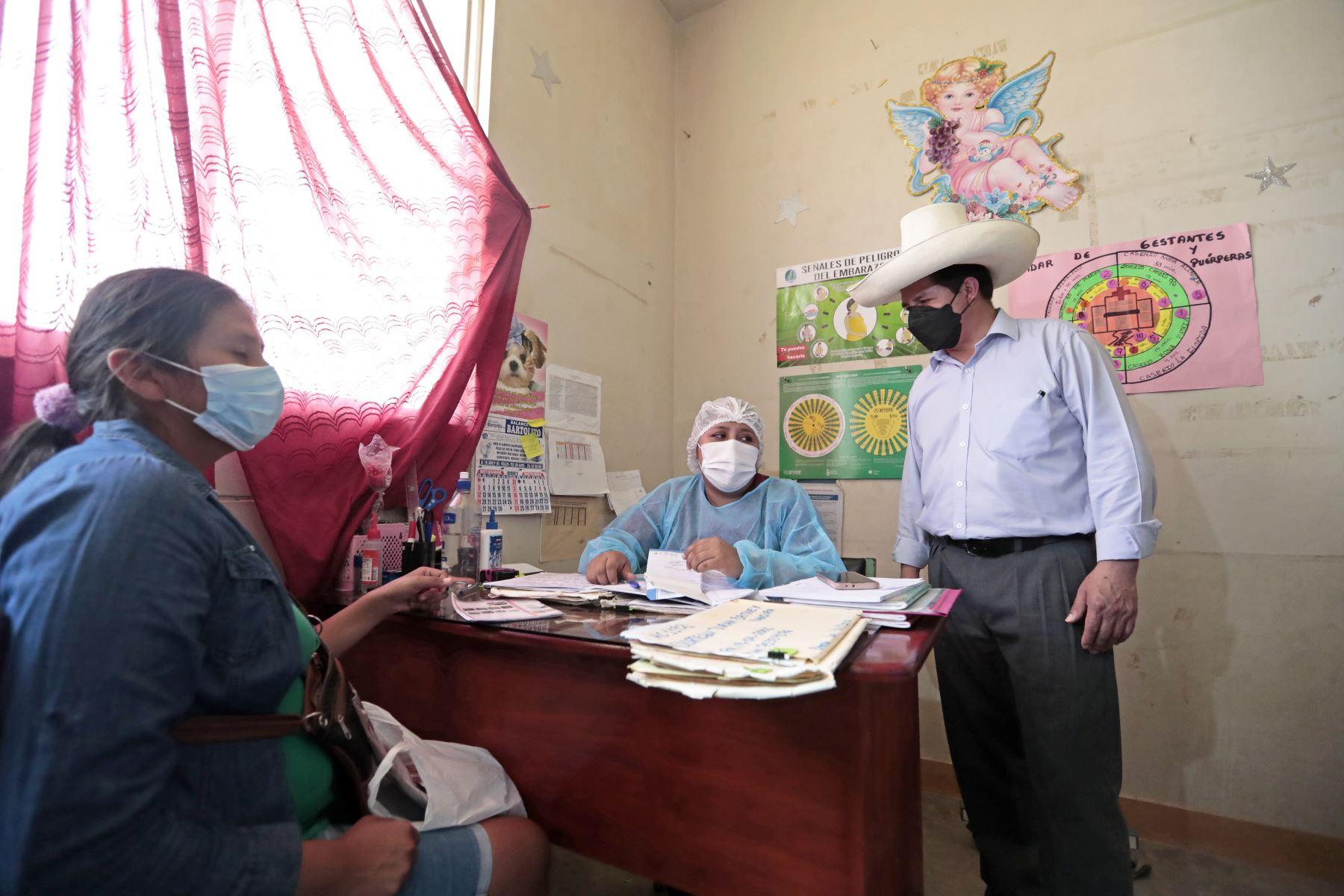 El presidente de la República, Pedro Castillo, visitó el Centro de Salud de Curimaná y del Colegio Secundario de la provincia Padre Abad, región Ucayali. Foto: ANDINA/ Prensa Presidencia