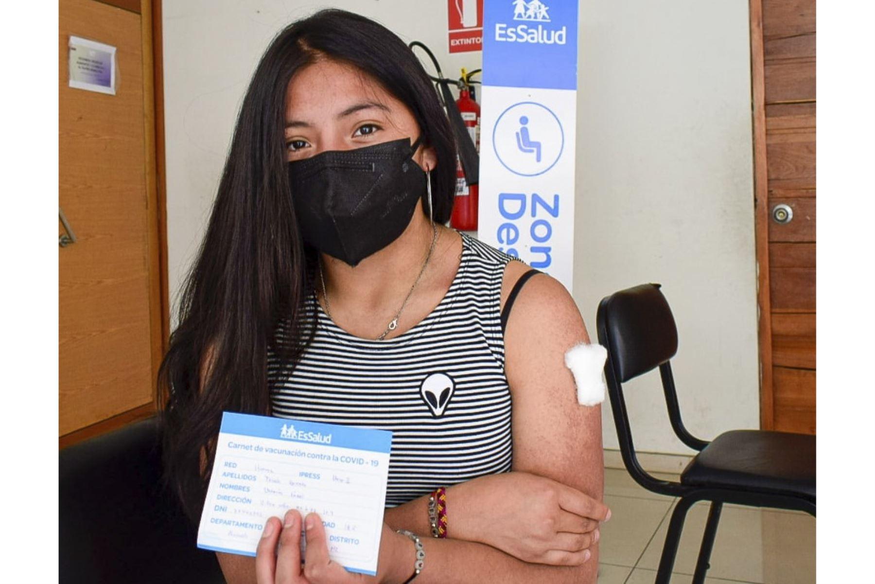 EsSalud Huaraz inicia vacunación a mayores de 18 años contra el covid-19
