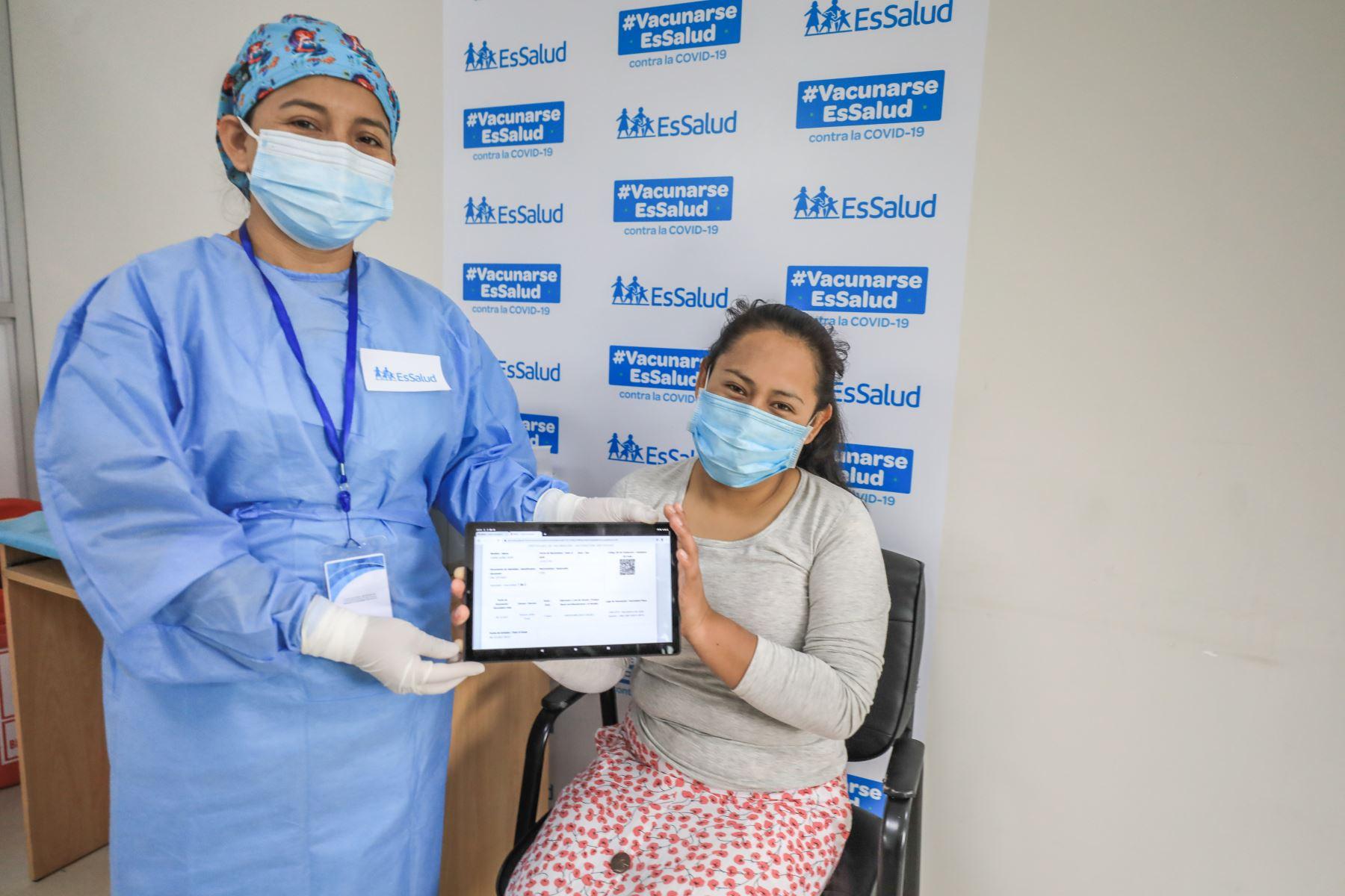 EsSalud lanza primer vacunatorio digital que acelera inoculación contra covid-19