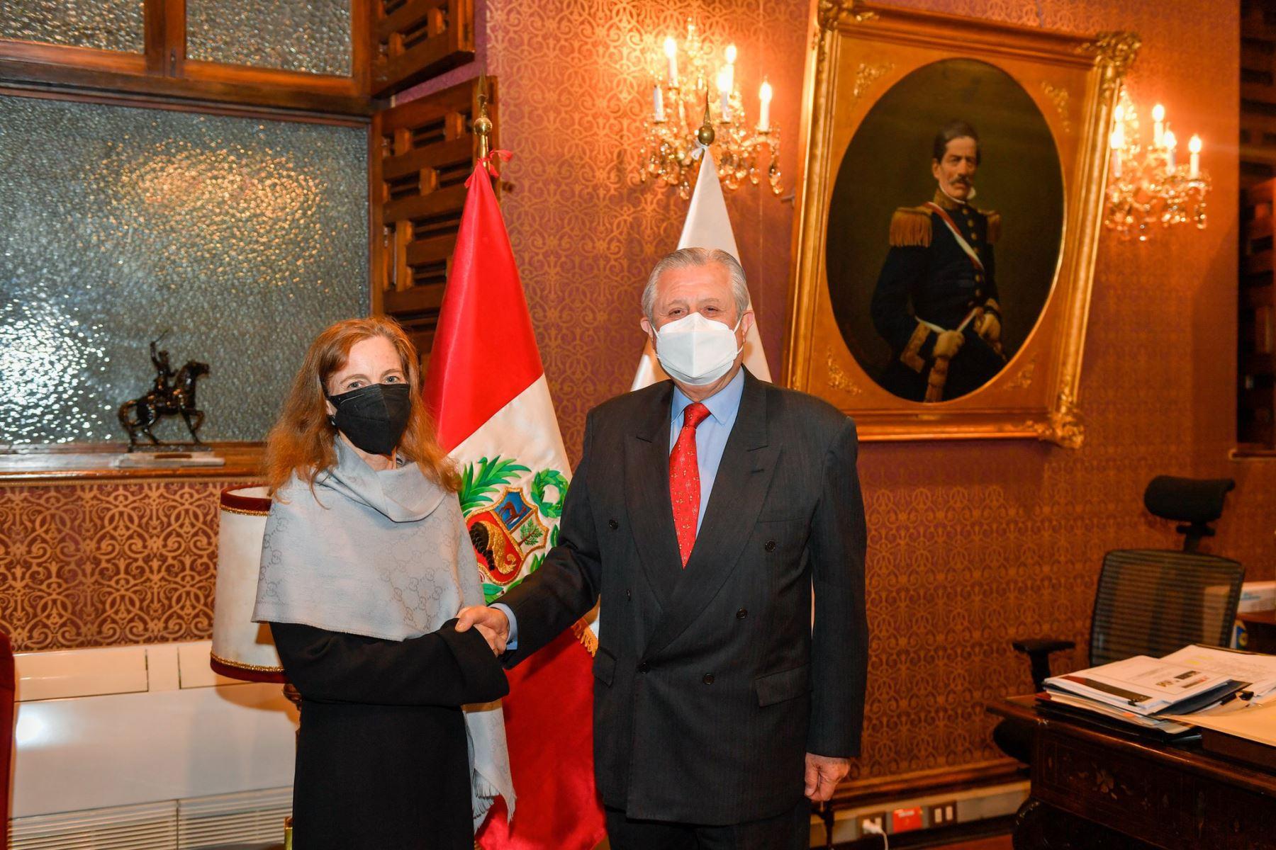 Canciller y embajadora de EE. UU. destacan lazos de amistad y complementariedad económica