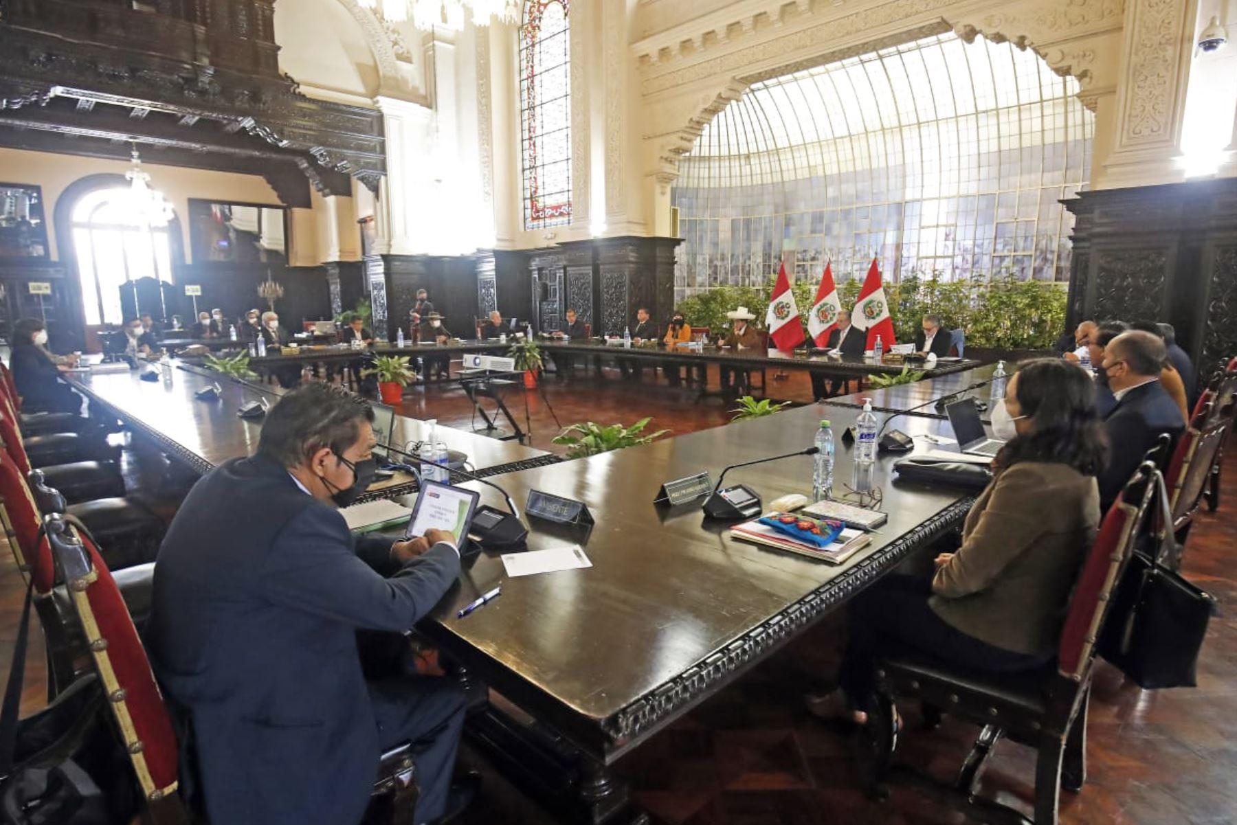 Presidente Castillo lidera sesión del Consejo de Ministros