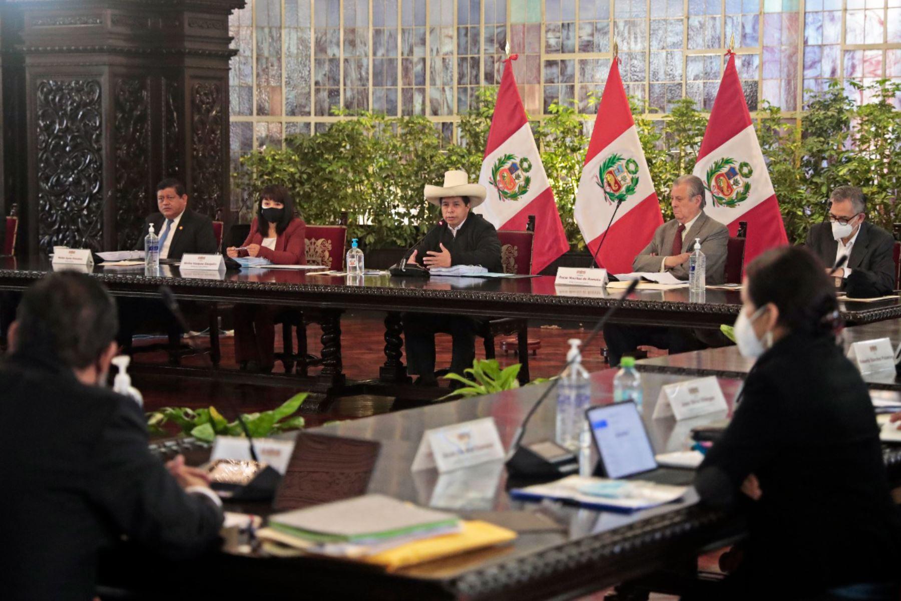 La titular de la PCM, Mirtha Vásquez, participa de la sesión del Consejo de Ministros, dirigida por el presidente de la República, Pedro Castillo, en la que se articulan acciones de todos los sectores para atender las demandas más urgentes de la población. Foto: ANDINA/ PCM