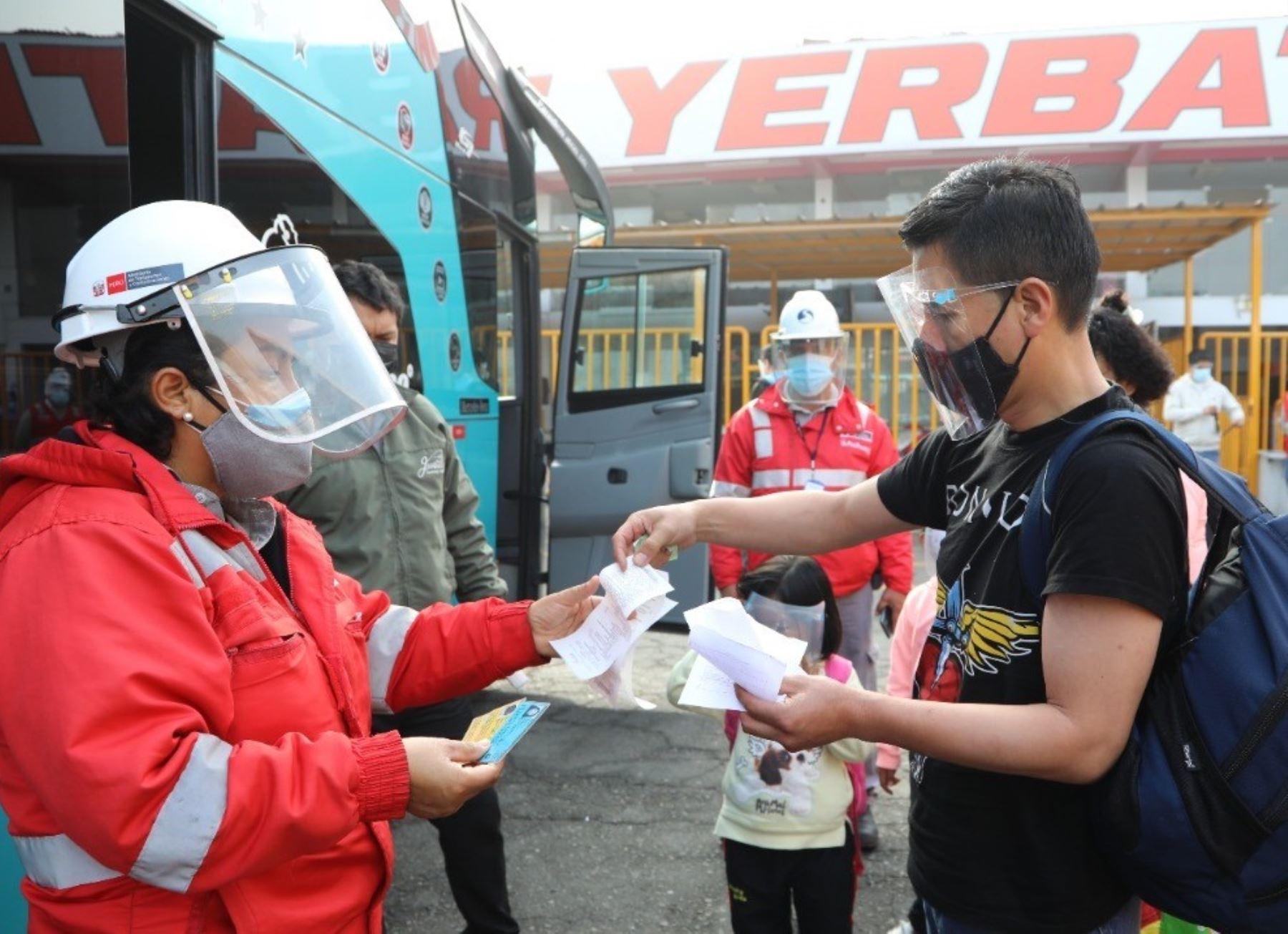 Cerca de 900,000 personas se movilizaron durante el último feriado largo del 8 al 11 de octubre utilizando el transporte interprovincial terrestre, destacó la Sutran.